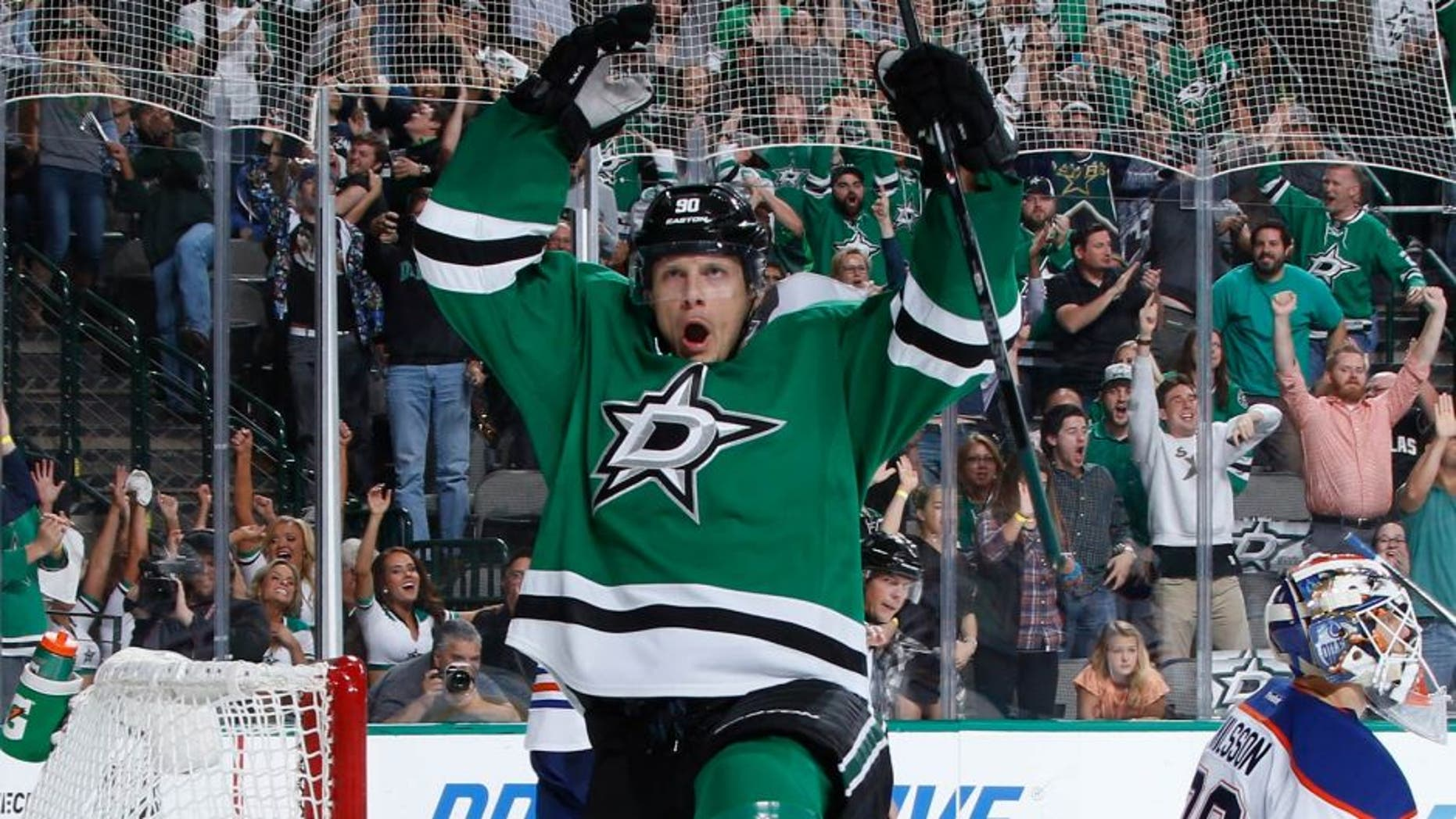 DALLAS, TX - OCTOBER 13: Jason Spezza #90 of the Dallas Stars scores one of his three goals on the night against the Edmonton Oilers at the American Airlines Center on October 13, 2015 in Dallas, Texas. (Photo by Glenn James/NHLI via Getty Images)