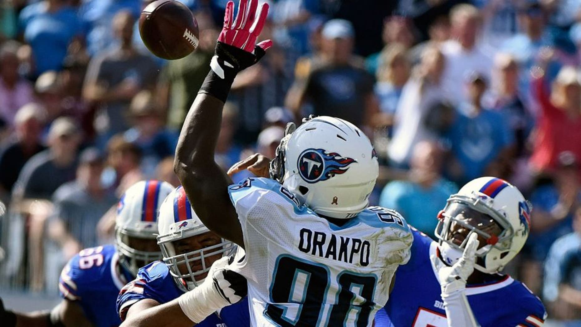 NASHVILLE, TN - OCTOBER 11: Quarterback Tyrod Taylor #5 of the Buffalo Bills passes the ball over Brian Orakpo #98 of the Tennessee Titans during the second half of a game at Nissan Stadium on October 11, 2015 in Nashville, Tennessee. (Photo by Frederick Breedon/Getty Images)