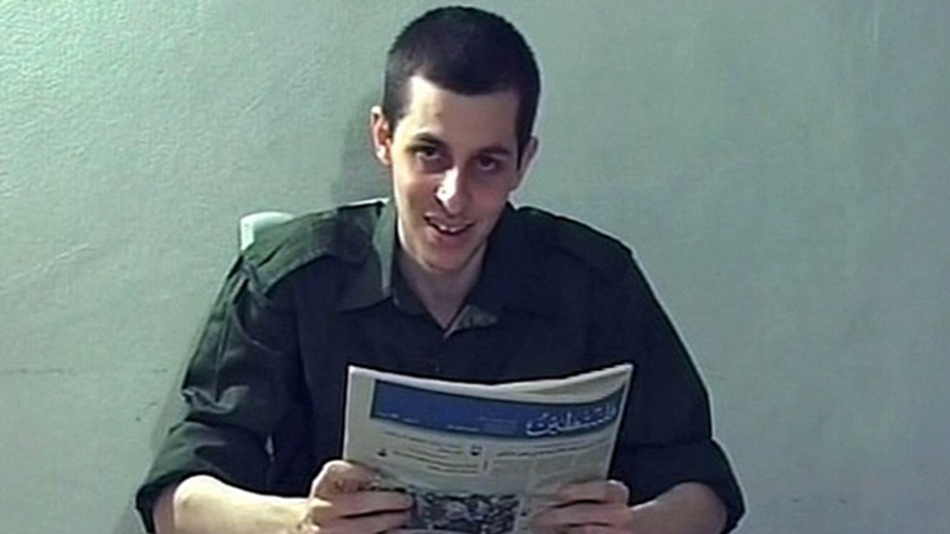 Captured Israeli soldier Gilad Shalit is seen in this file photo of a video grab released on October 2, 2009 by Israeli television. Israel has softened its terms for a prisoner swap with Hamas and the two enemies are nearing a deal to exchange hundreds of Palestinian inmates for Shalit, an Israeli soldier held in the Gaza Strip, officials said on November 23, 2009.  REUTERS/Handout/Files (POLITICS CONFLICT) FOR EDITORIAL USE ONLY. NOT FOR SALE FOR MARKETING OR ADVERTISING CAMPAIGNS