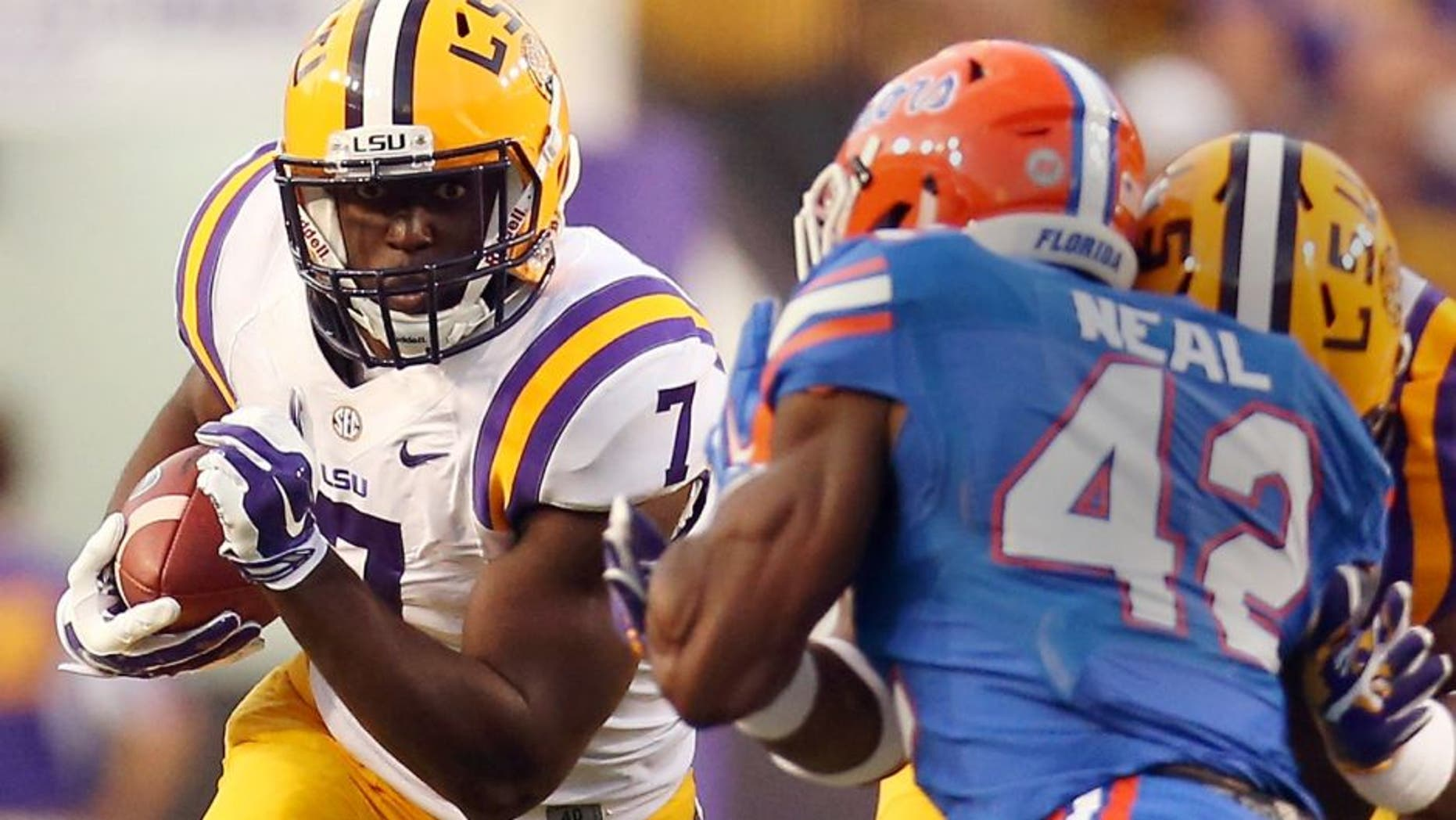 Leonard Fournette #7 of the LSU Tigers is tackled by Keanu Neal #42 of the Florida Gators at Tiger Stadium on October 17, 2015 in Baton Rouge, Louisiana. (Photo by Chris Graythen/Getty Images)