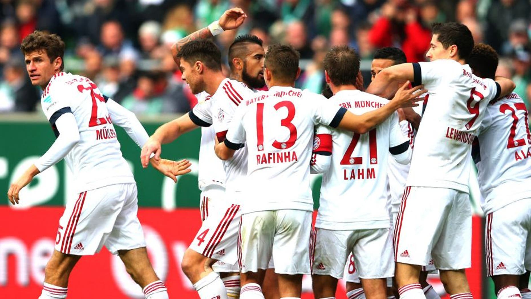BREMEN, GERMANY - OCTOBER 17: Thomas Mueller (L) of Muenchen celebrates scoring the opening goal with his team mates during the Bundesliga match between SV Werder Bremen and FC Bayern Muenchen at Weserstadion on October 17, 2015 in Bremen, Germany. (Photo by Alexander Hassenstein/Bongarts/Getty Images)
