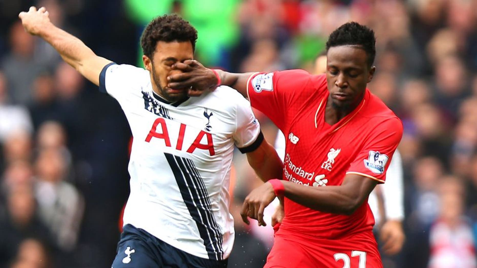 LONDON, ENGLAND - OCTOBER 17: Divock Origi of Liverpool and Mousa Dembele of Tottenham Hotspur compete for the ball during the Barclays Premier League match between Tottenham Hotspur and Liverpool at White Hart Lane on October 17, 2015 in London, England. (Photo by Bryn Lennon/Getty Images)