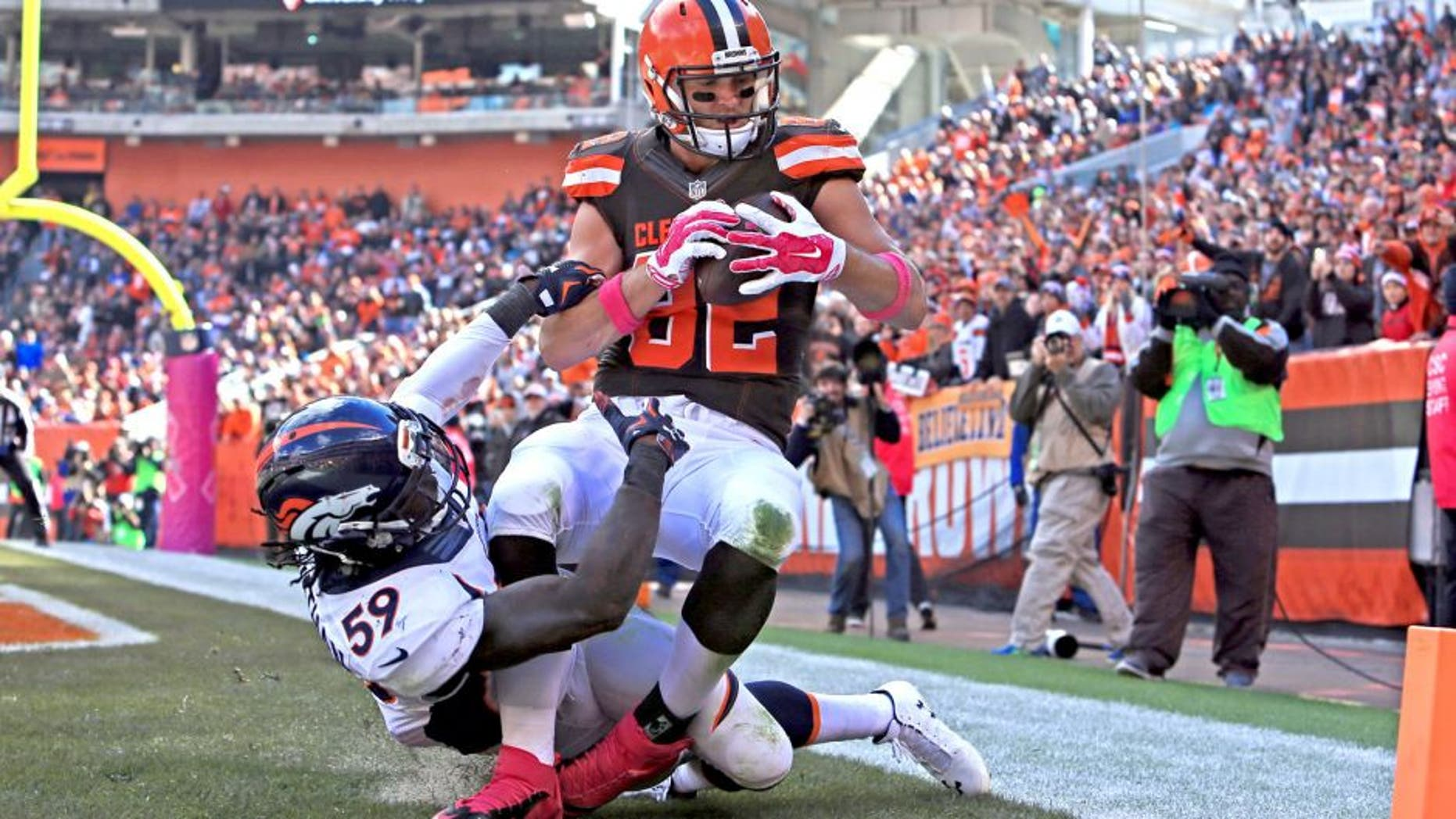 CLEVELAND, OH - OCTOBER 18: Tight end Gary Barnidge #82 of the Cleveland Browns catches a pass for a touchdown while being defended by inside linebacker Danny Trevathan #59 of the Denver Broncos during the third quarter at Cleveland Browns Stadium on October 18, 2015 in Cleveland, Ohio. (Photo by Andrew Weber/Getty Images)