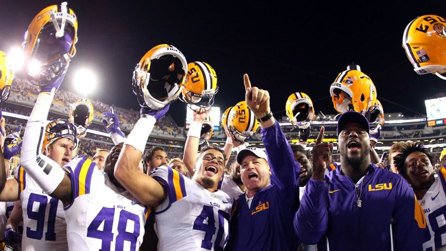 BATON ROUGE, LA - OCTOBER 17: Head coach Les Miles celebrates with the LSU Tigers after defeating the Florida Gators 35-28 at Tiger Stadium on October 17, 2015 in Baton Rouge, Louisiana. (Photo by Chris Graythen/Getty Images)
