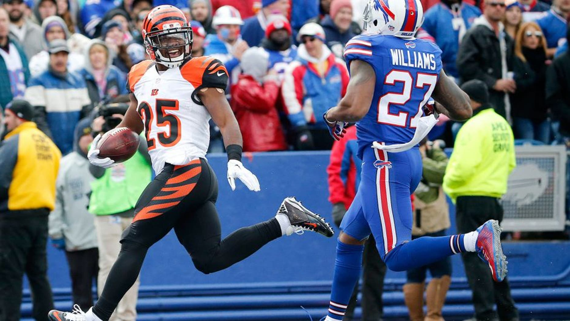 Cincinnati Bengals running back Giovani Bernard (25) gets past Buffalo Bills strong safety Duke Williams (27) for a touchdown during the first half of an NFL football game on Sunday, Oct. 18, 2015, in Orchard Park, N.Y. (AP Photo/Bill Wippert)