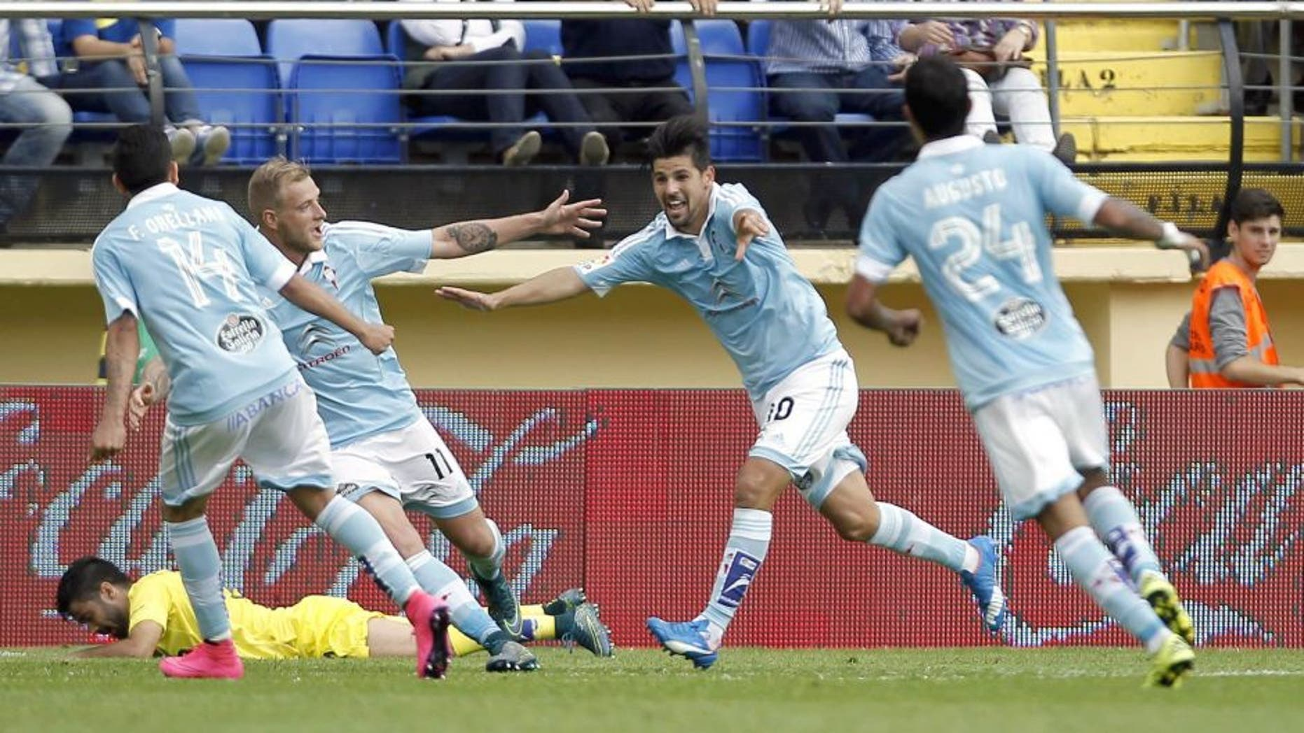 Celta Vigo's forward Nolito (2ndR) celebrates his goal with teammates during the Spanish league football match Villarreal CF vs RC Celta de Vigo at El Madrigal stadium in Villareal on October 18, 2015. AFP PHOTO/ JOSE JORDAN (Photo credit should read JOSE JORDAN/AFP/Getty Images)