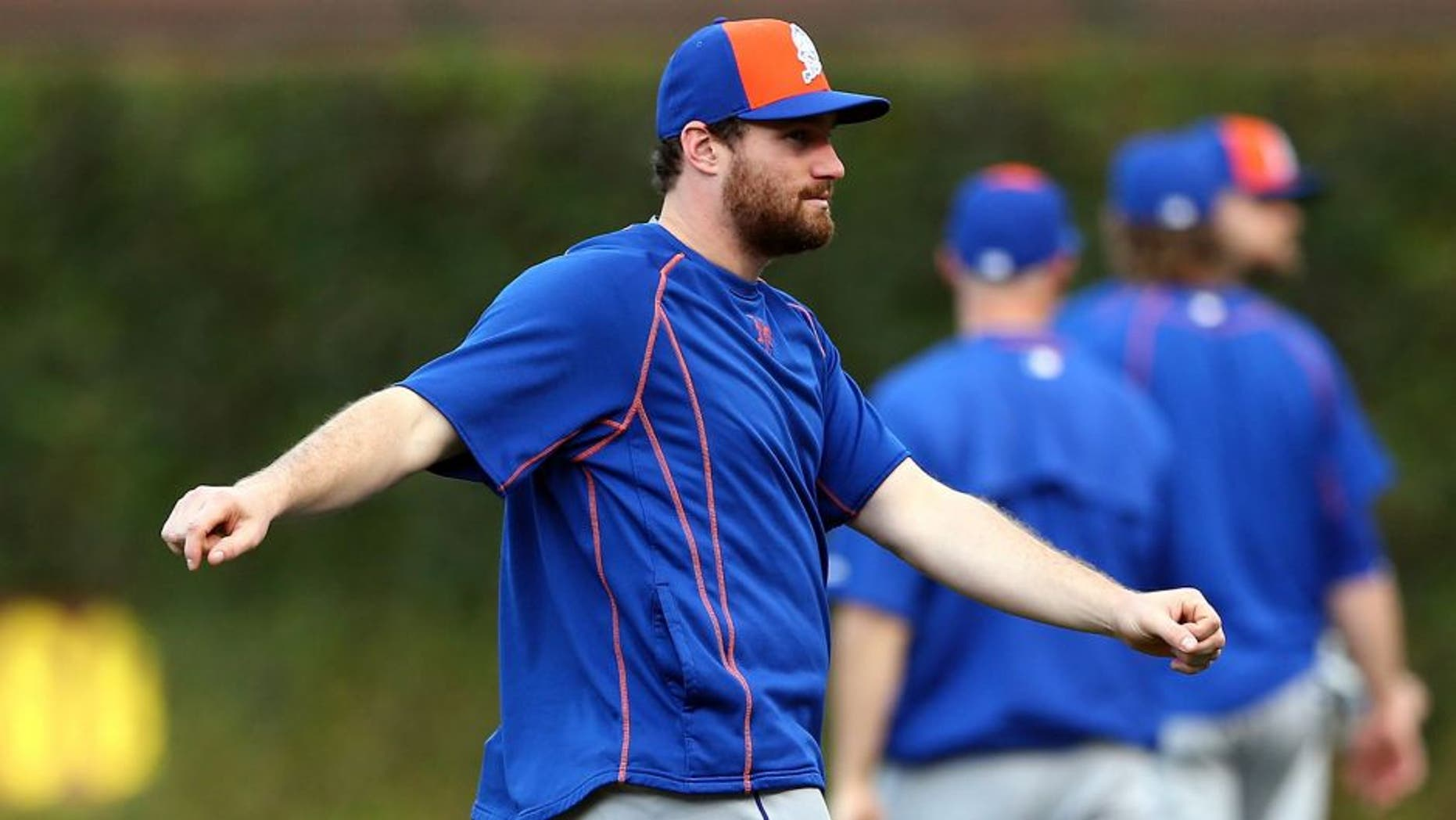 CHICAGO, IL - OCTOBER 21: Daniel Murphy #28 of the New York Mets warms up prior to game four of the 2015 MLB National League Championship Series against the Chicago Cubs at Wrigley Field on October 21, 2015 in Chicago, Illinois. (Photo by Elsa/Getty Images)