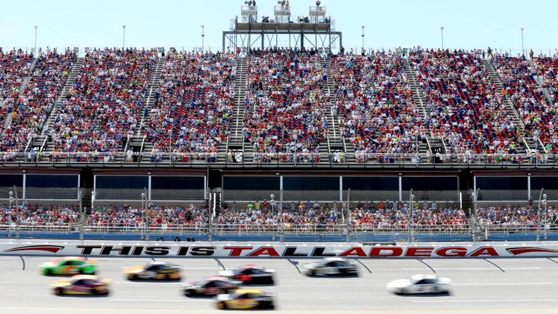 TALLADEGA, AL - MAY 04: Cars race during the NASCAR Sprint Cup Series Aaron's 499 at Talladega Superspeedway on May 4, 2014 in Talladega, Alabama. (Photo by Sean Gardner/Getty Images)
