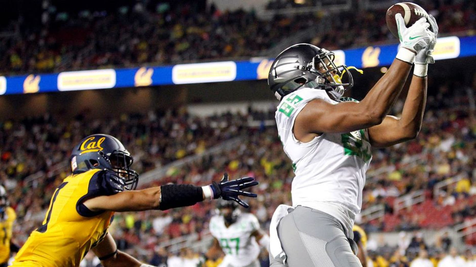 Oct 24, 2014; Santa Clara, CA, USA; Oregon Ducks tight end Pharaoh Brown (85) catches a touchdown pass against the California Golden Bears in the second quarter at Levi's Stadium. Mandatory Credit: Cary Edmondson-USA TODAY Sports