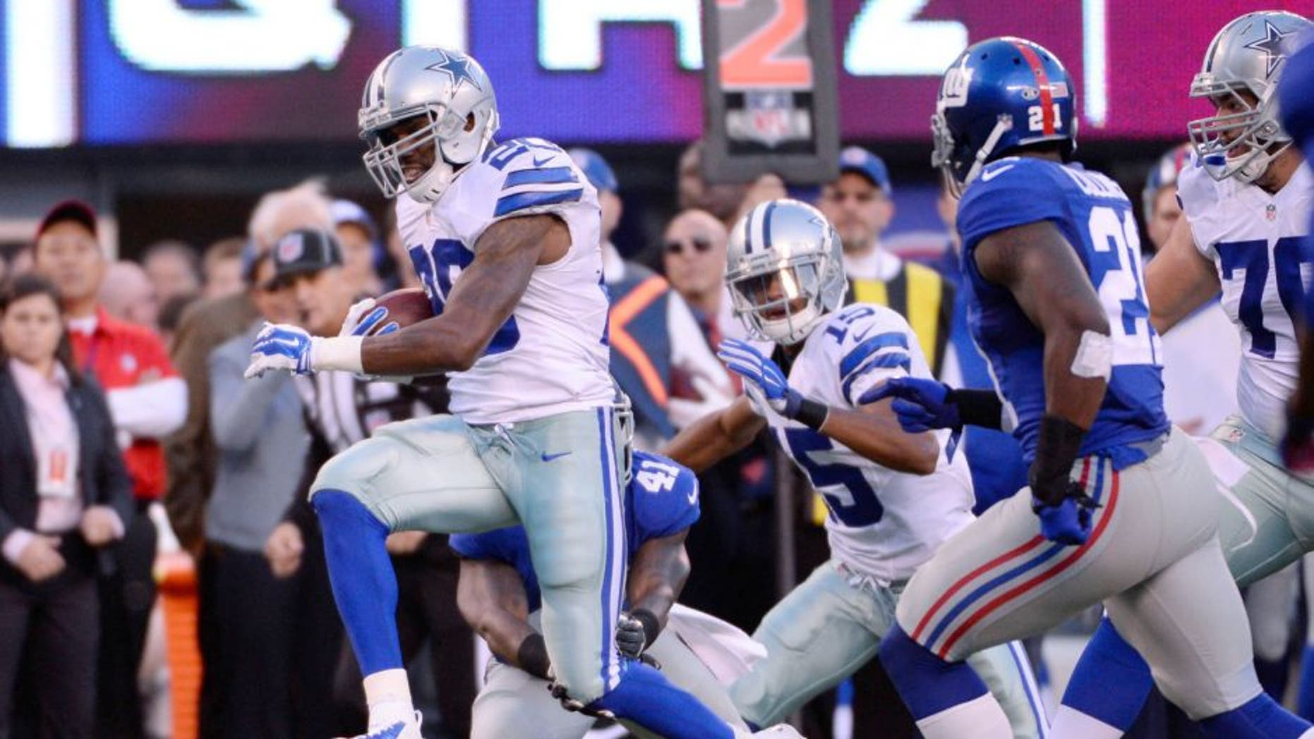 Oct 25, 2015; East Rutherford, NJ, USA; Dallas Cowboys running back Darren McFadden (20) runs against the New York Giants in the first half during the NFL game at MetLife Stadium. Mandatory Credit: Robert Deutsch-USA TODAY Sports