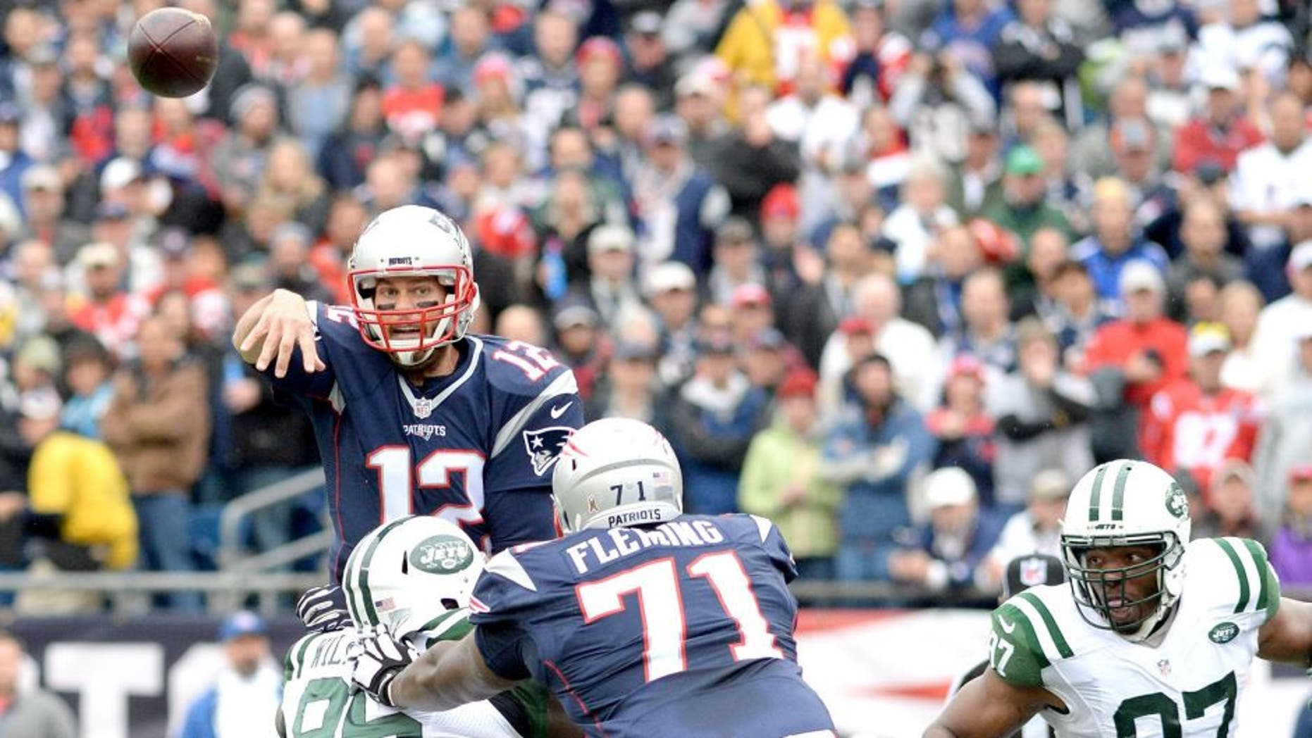 FOXBORO, MA - OCTOBER 25: Tom Brady #12 of the New England Patriots throws during the first quarter against the New York Jets at Gillette Stadium on October 25, 2015 in Foxboro, Massachusetts. (Photo by Darren McCollester/Getty Images)