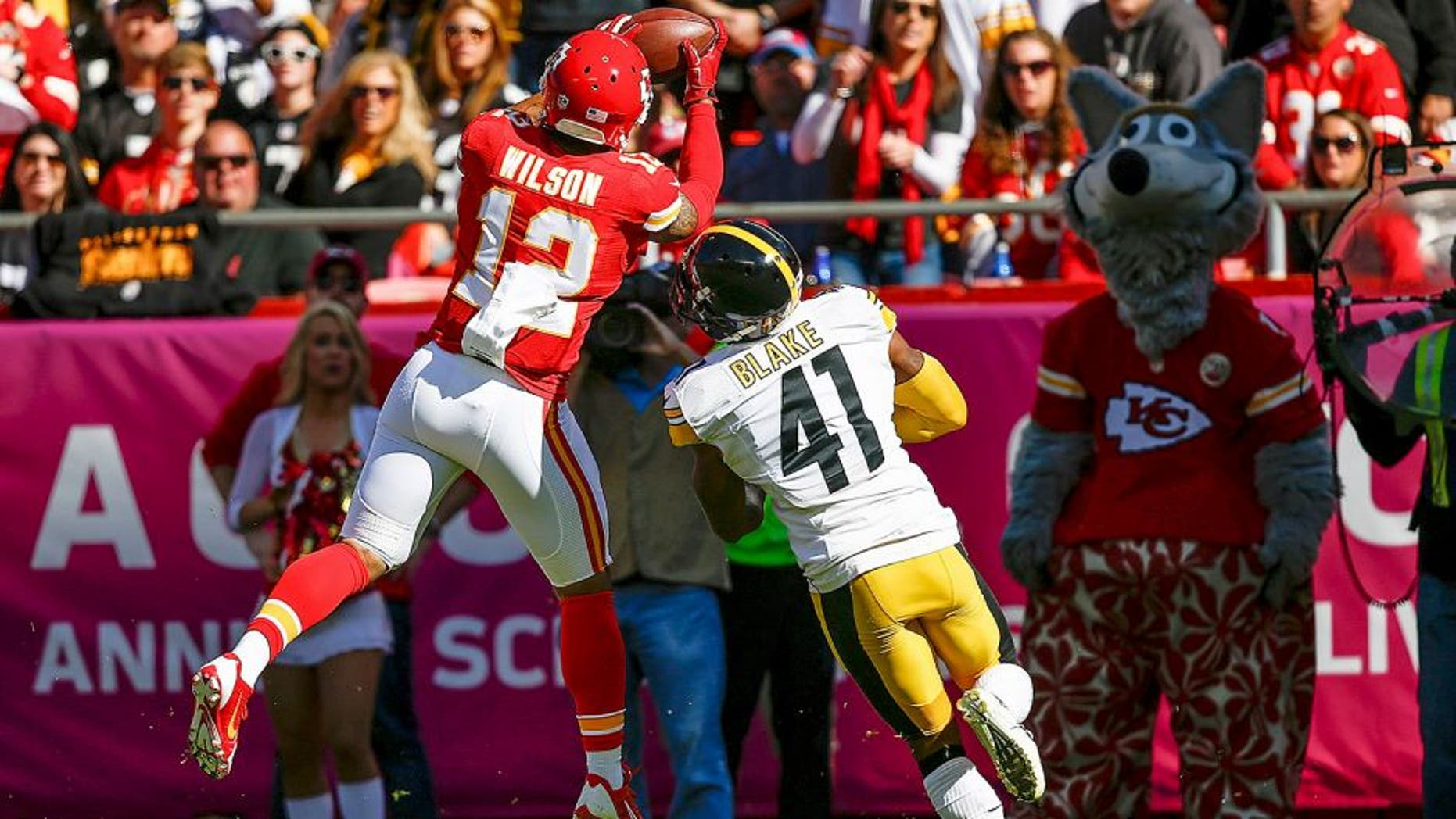 KANSAS CITY, MO - OCTOBER 25: Albert Wilson #12 of the Kansas City Chiefs makes a catch over Antwon Blake #41 of the Pittsburgh Steelers at Arrowhead Stadium during the game on October 25, 2015 in Kansas City, Missouri. (Photo by Jamie Squire/Getty Images)