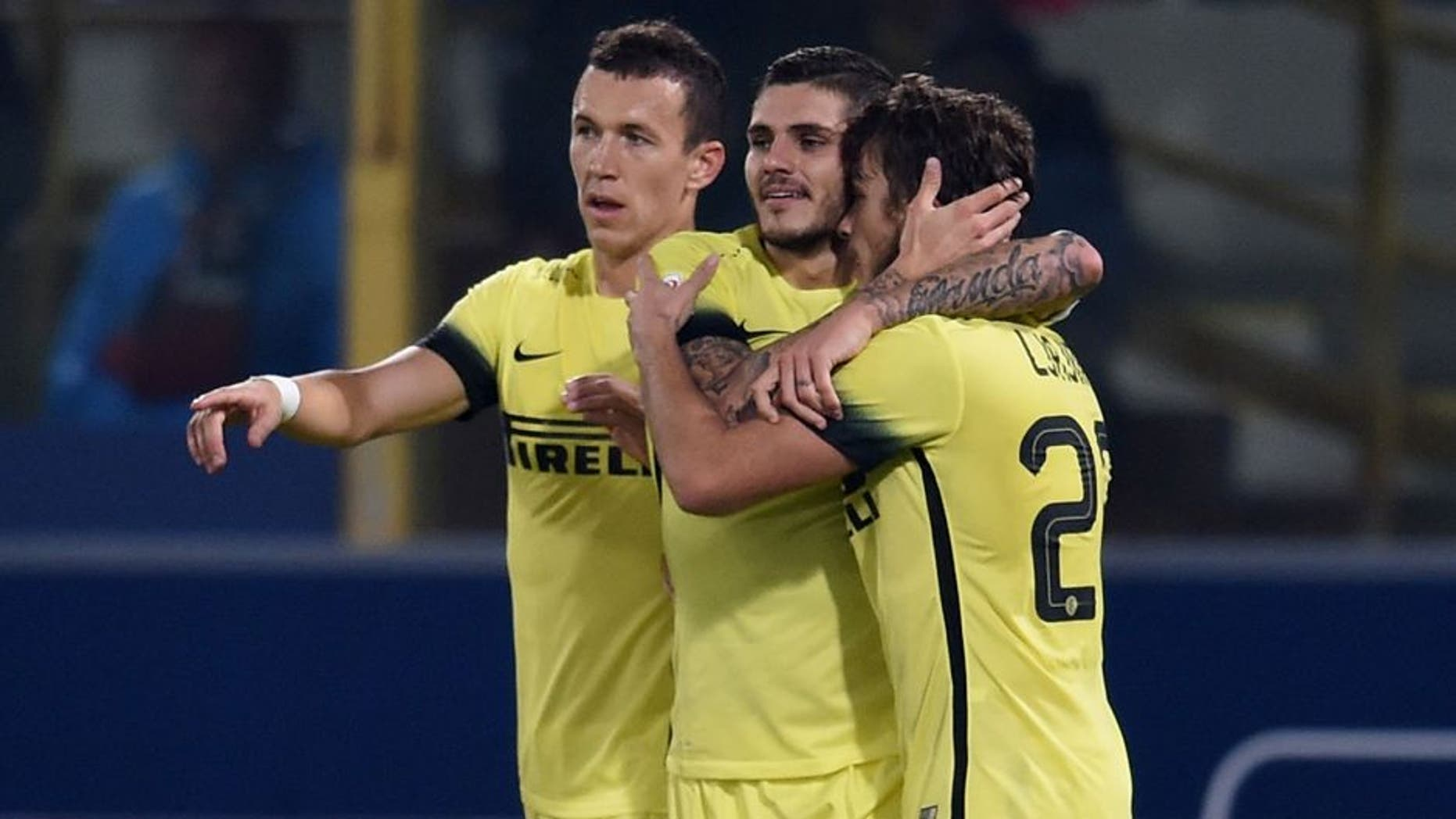 BOLOGNA, ITALY - OCTOBER 28: Mauro Icardi of FC Internazionale (C) celebrates after scoring the opening goal during the Serie A match between Bologna FC and FC Internazionale Milano at Stadio Renato Dall'Ara on October 28, 2015 in Bologna, Italy. (Photo by Claudio Villa - Inter/Inter via Getty Images)