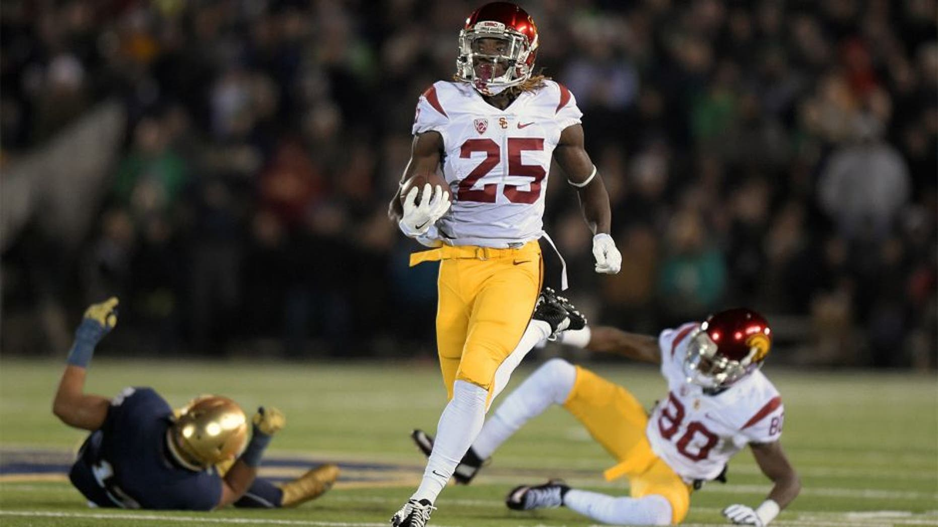 Oct 17, 2015; South Bend, IN, USA; Southern California Trojans tailback Ronald Jones II (25) carries the ball on a 65-yard gain against the Notre Dame Fighting Irish at Notre Dame Stadium. Mandatory Credit: Kirby Lee-USA TODAY Sports