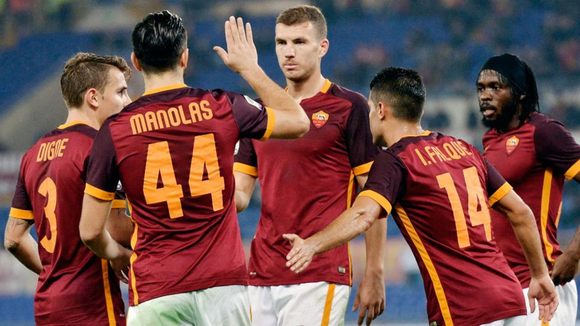 ROME, ITALY - OCTOBER 28: AS Roma players celebrate a goal during the Serie A match between AS Roma and Udinese Calcio at Stadio Olimpico on October 28, 2015 in Rome, Italy. (Photo by Luciano Rossi/AS Roma via Getty Images)