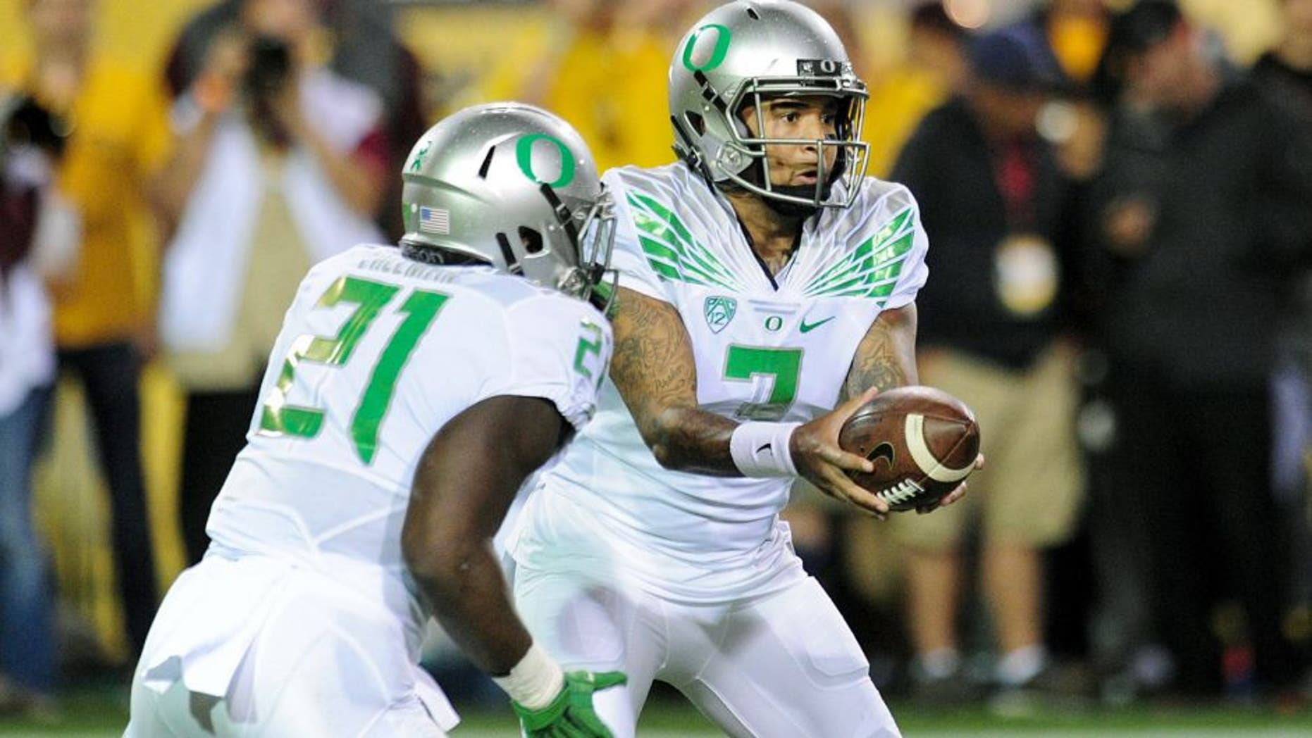 Oct 29, 2015; Tempe, AZ, USA; Oregon Ducks quarterback Vernon Adams Jr. (3) hands off to Oregon Ducks running back Royce Freeman (21) during the first half against the Arizona State Sun Devils at Sun Devil Stadium. Mandatory Credit: Matt Kartozian-USA TODAY Sports