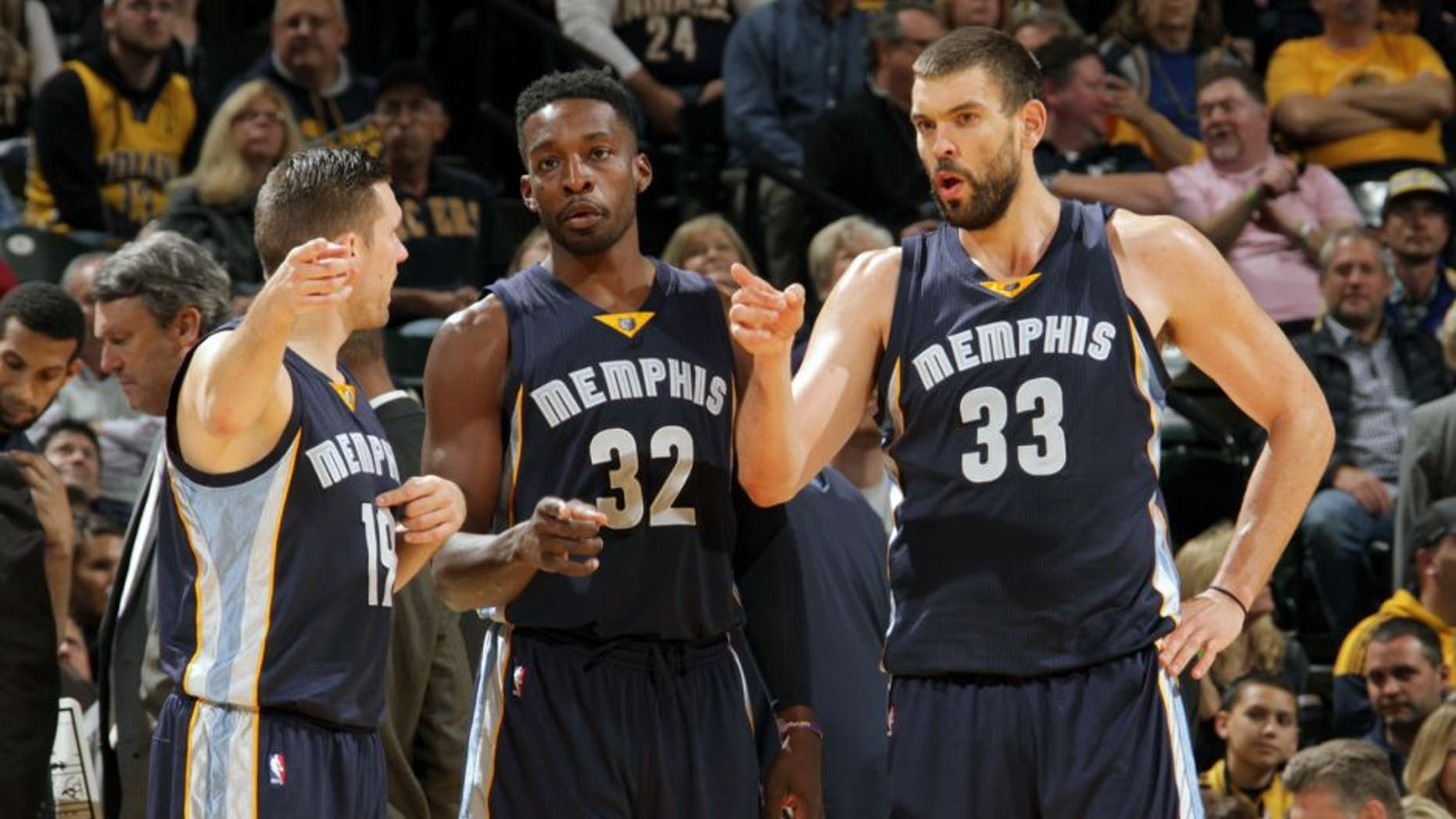 INDIANAPOLIS, IN - OCTOBER 29: Beno Udrih #19, Jeff Green #32 and Marc Gasol #33 of the Memphis Grizzlies during the game against the Indiana Pacers on October 29, 2015 at Bankers Life Fieldhouse in Indianapolis, Indiana. (Photo by Ron Hoskins/NBAE via Getty Images)