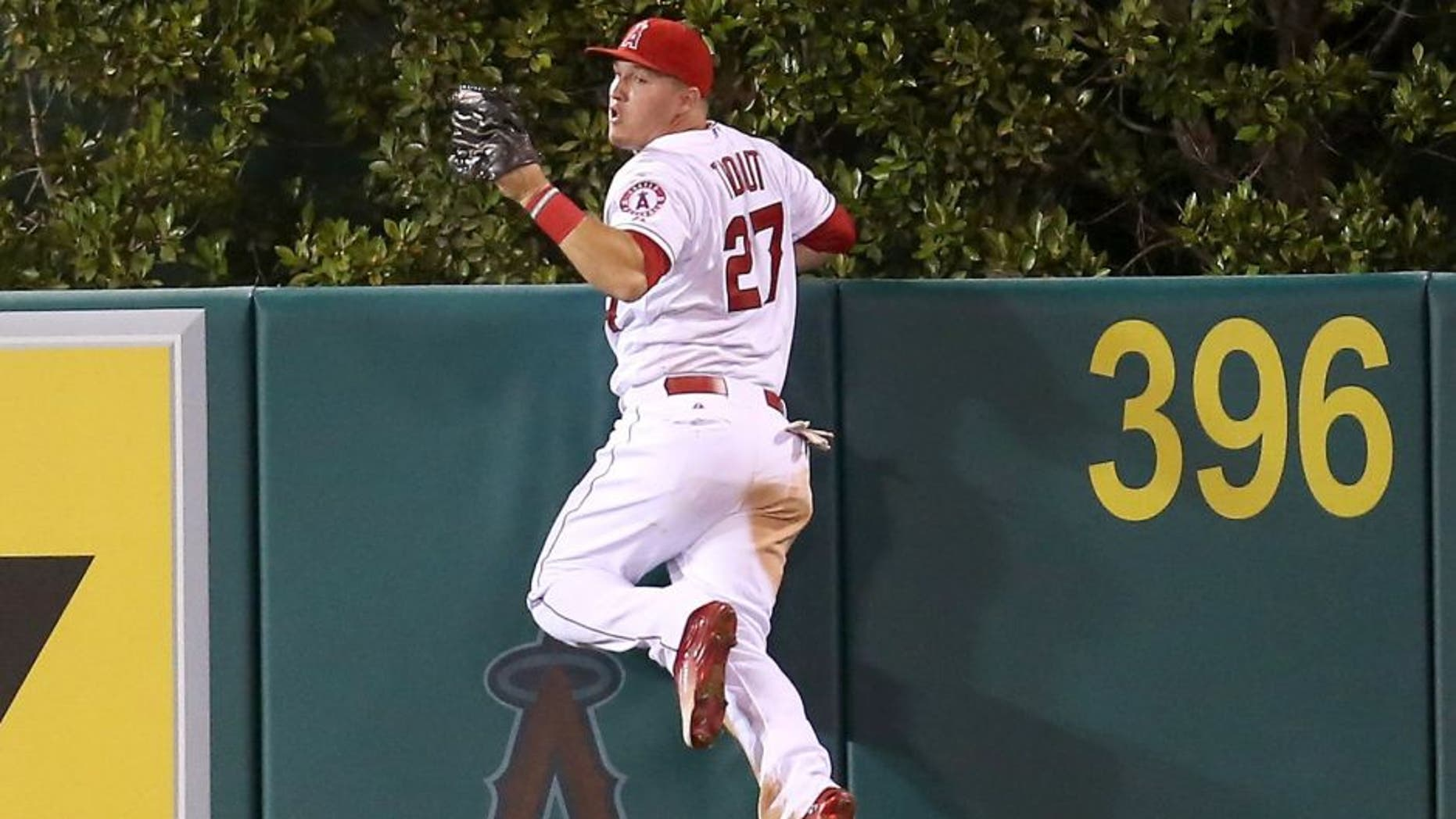 ANAHEIM, CA - SEPTEMBER 26: Center fielder Mike Trout #27 of the Los Angeles Angels of Anaheim reacts after jumping at the wall and making the catch to take a home away from Jesus Montero of the Seattle Mariners in the fourth inning at Angel Stadium of Anaheim on September 26, 2015 in Anaheim, California. (Photo by Stephen Dunn/Getty Images)
