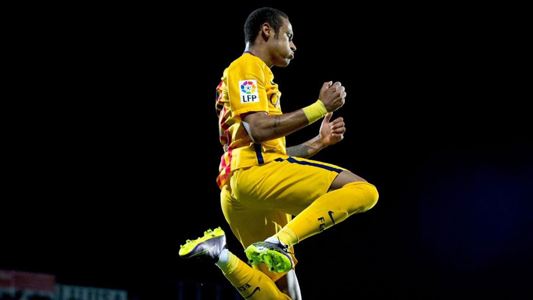 GETAFE, SPAIN - OCTOBER 31: Neymar JR. of FC Barcelona celebrates scoring their second goal during the La Liga match between Getafe CF and FC Barcelona at Coliseum Alfonso Perez on October 31, 2015 in Getafe, Spain. (Photo by Gonzalo Arroyo Moreno/Getty Images)