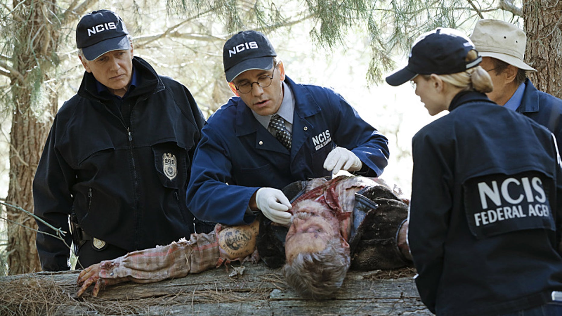 The NCIS team examines the body of Lt. Commander Runyon Hayes on the Nov. 3, 2015 episode of 'NCIS' (CBS/Robert Voets)