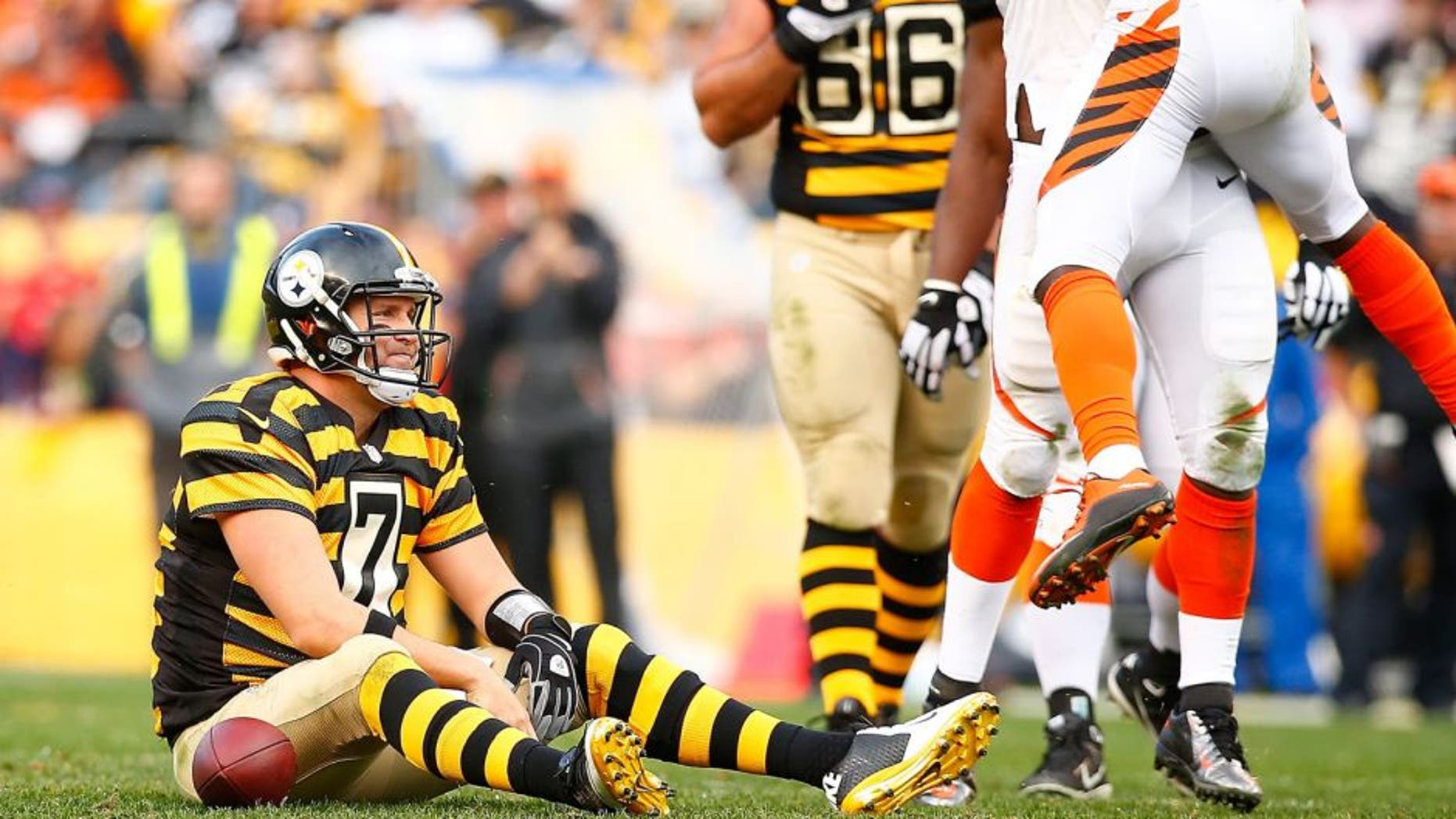 PITTSBURGH, PA - NOVEMBER 01: Ben Roethlisberger #7 of the Pittsburgh Steelers takes a moment after being tackled in the 4th quarter of the game against the Cincinnati Bengals at Heinz Field on November 1, 2015 in Pittsburgh, Pennsylvania. (Photo by Jared Wickerham/Getty Images)