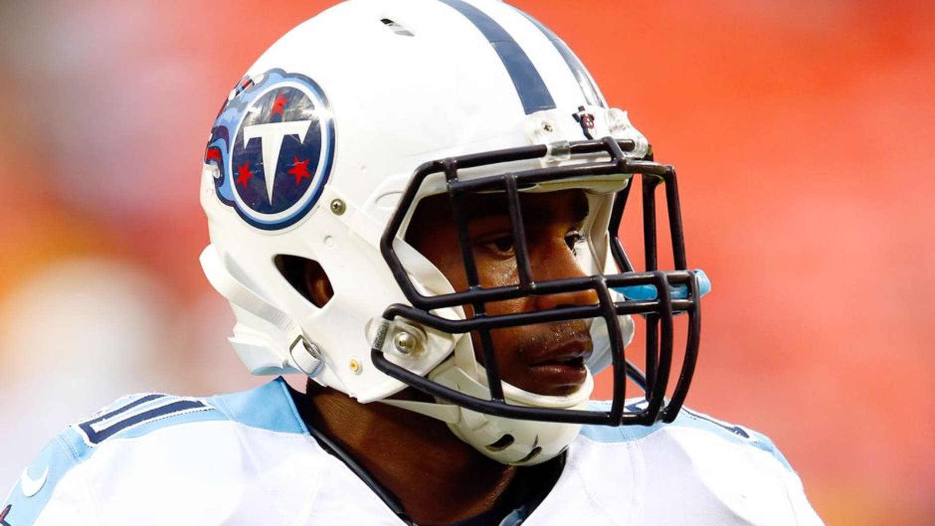 KANSAS CITY, MO - AUGUST 28: Running back Bishop Sankey #20 of the Tennessee Titans warms up prior to the preseason game against the Kansas City Chiefs at Arrowhead Stadium on August 28, 2015 in Kansas City, Missouri. (Photo by Jamie Squire/Getty Images)