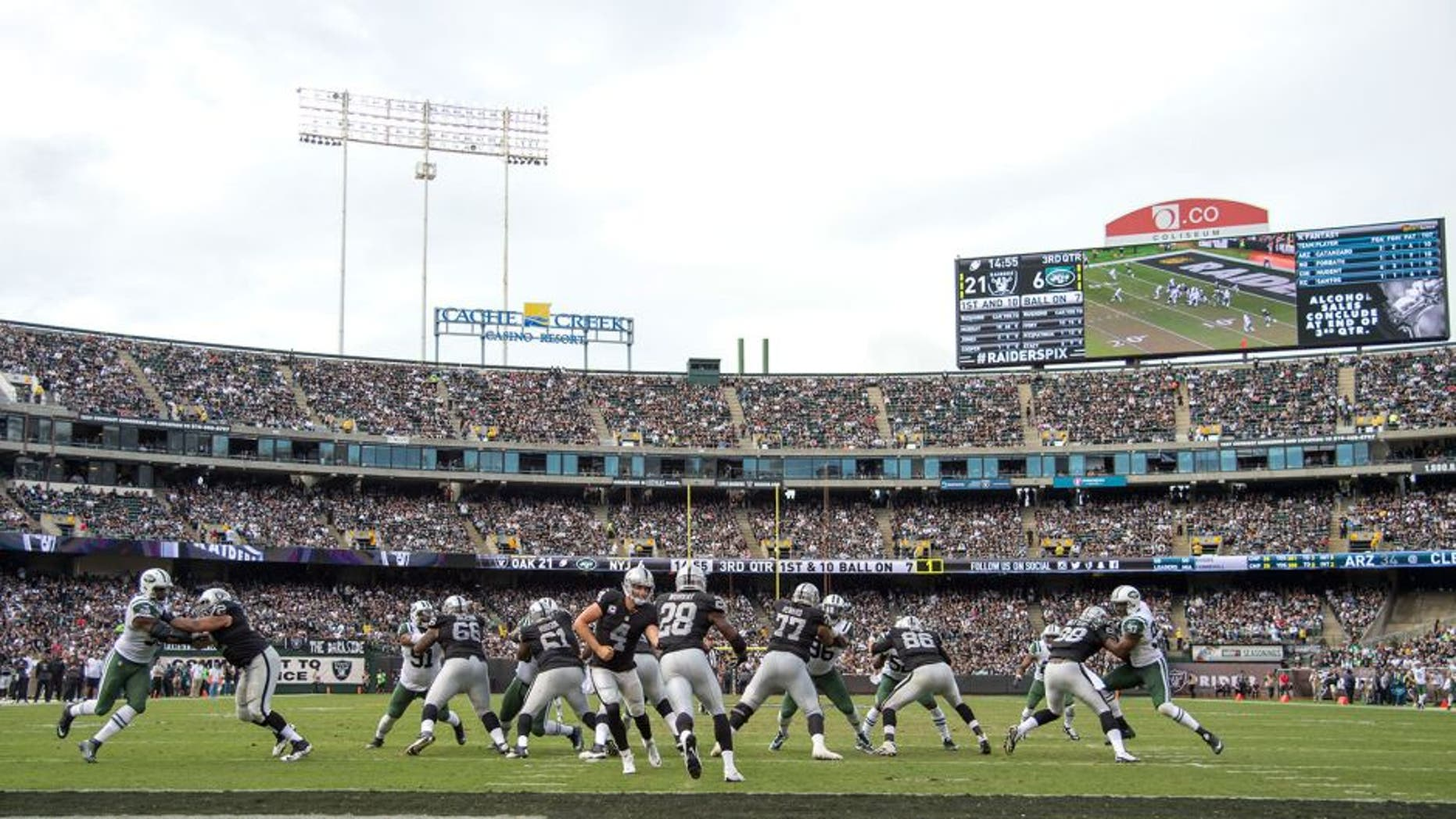 November 1, 2015; Oakland, CA, USA; Oakland Raiders quarterback Derek Carr (4) hands the football off to running back Latavius Murray (28) during the third quarter against the New York Jets at O.co Coliseum. Mandatory Credit: Kyle Terada-USA TODAY Sports