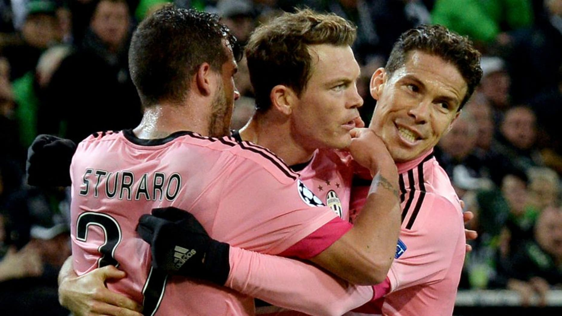 MOENCHENGLADBACH, GERMANY - NOVEMBER 03: Stephan Lichtsteiner (C) of Juventus celebrates with team mates after scoring his team's first goal during the UEFA Champions League group stage match between VfL Borussia Monchengladbach and Juventus FC on November 3, 2015 in Moenchengladbach, Germany. (Photo by Sascha Steinbach/Bongarts/Getty Images)