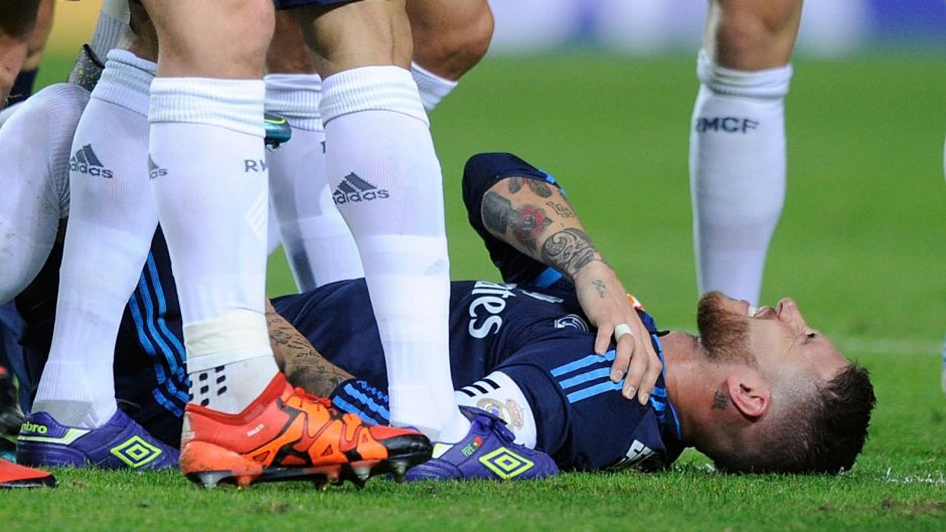 SEVILLE, SPAIN - NOVEMBER 08: Sergio Ramos of Real Madrid holds his shoulder after getting injured while scoring his team's opening goal during the La Liga match between Sevilla FC and Real Madrid CF at Estadio Ramon Sanchez Pizjuan on November 8, 2015 in Seville, Spain. (Photo by Denis Doyle/Getty Images)