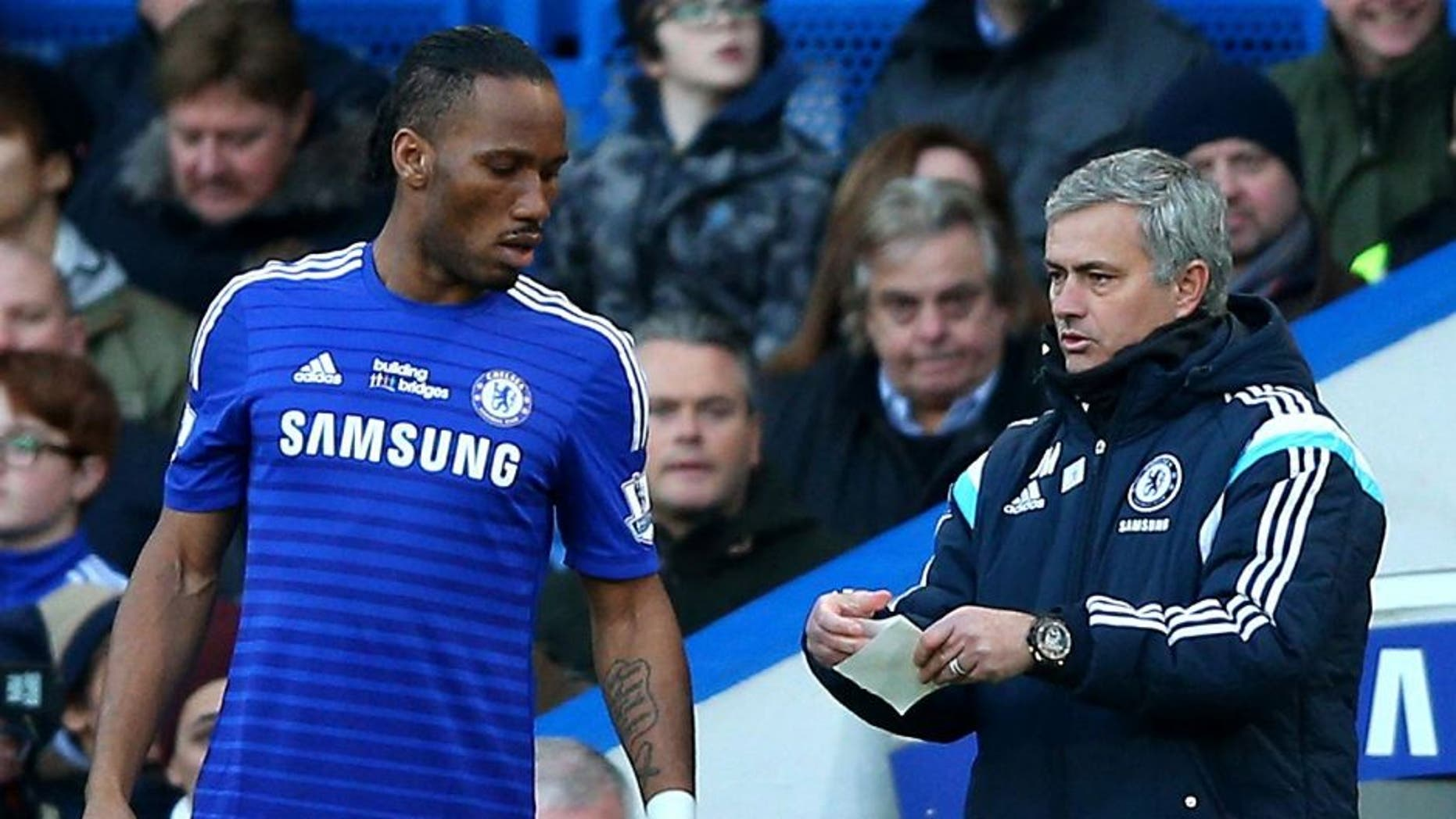 LONDON, ENGLAND - FEBRUARY 21: Jose Mourinho the manager of Chelsea sends on Didier Drogba of Chelsea as a second half substitiute during the Barclays Premier League match between Chelsea and Burnley at Stamford Bridge on February 21, 2015 in London, England. (Photo by Paul Gilham/Getty Images)