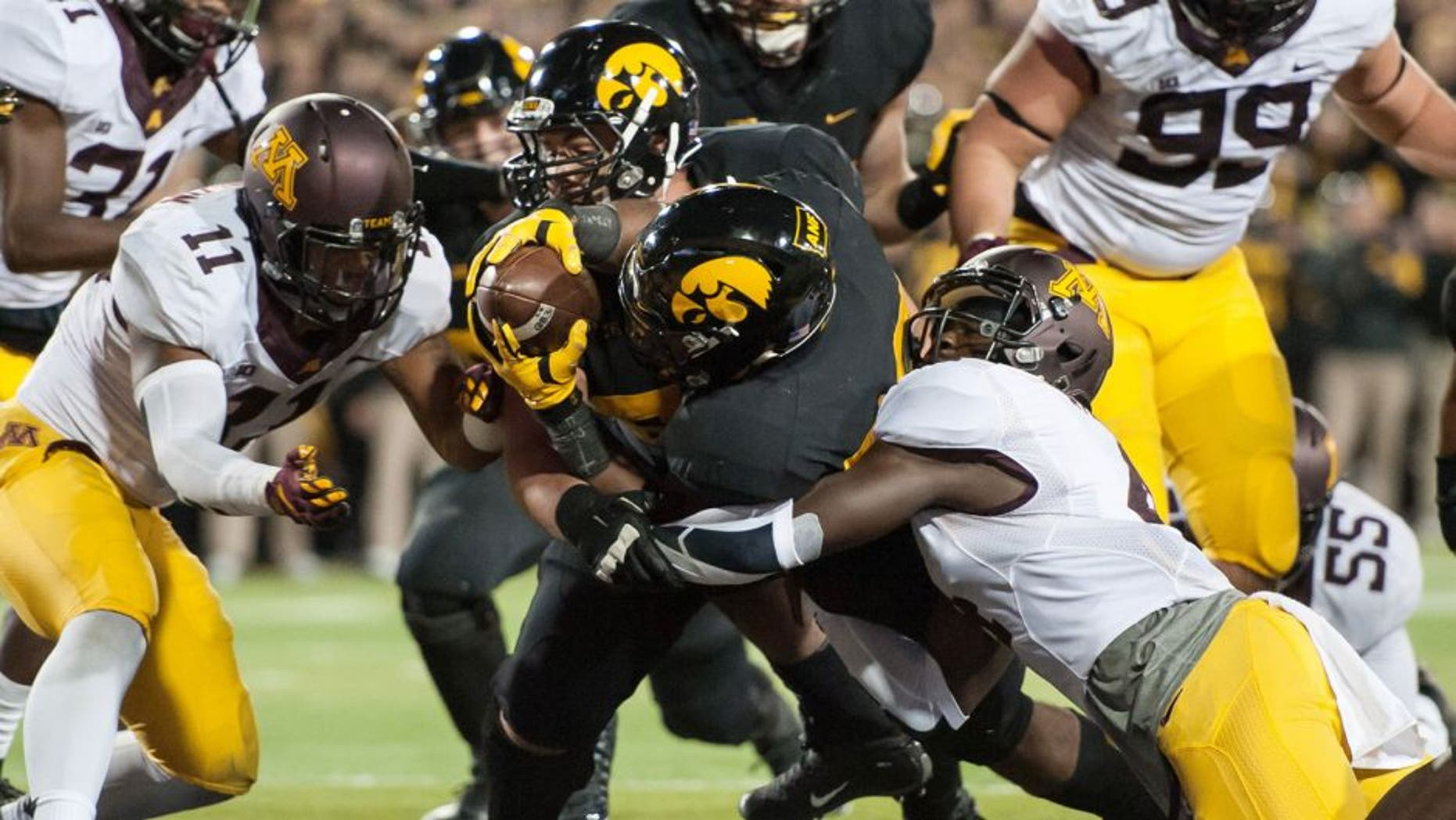 Nov 14, 2015; Iowa City, IA, USA; Iowa Hawkeyes running back LeShun Daniels Jr. (29) extends for a touchdown during the second half against the Minnesota Golden Gophers at Kinnick Stadium. Mandatory Credit: Jeffrey Becker-USA TODAY Sports