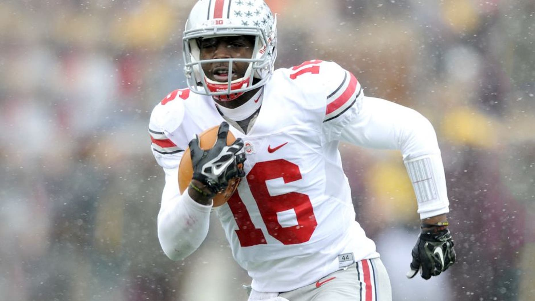 MINNEAPOLIS, MN - NOVEMBER 15: J.T. Barrett #16 of the Ohio State Buckeyes carries the football against the Minnesota Golden Gophers during the second quarter of the game on November 15, 2014 at TCF Bank Stadium in Minneapolis, Minnesota. (Photo by Hannah Foslien/Getty Images)