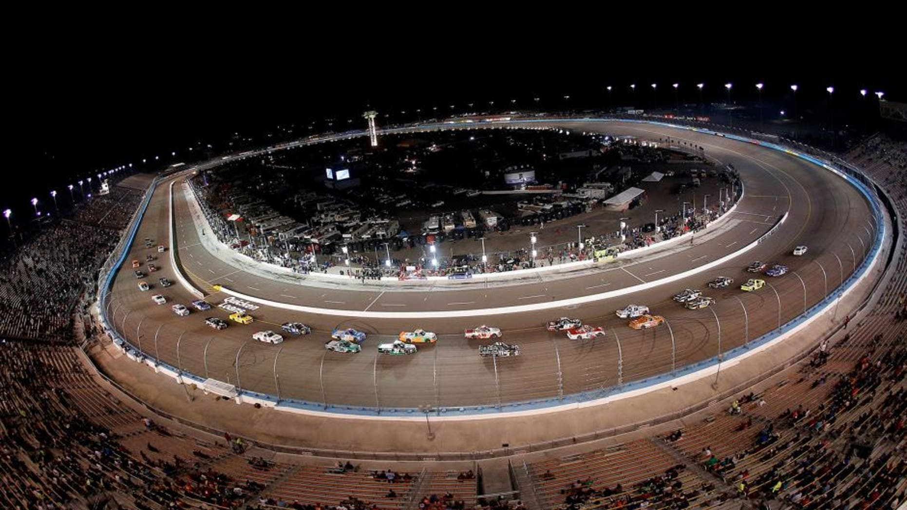 AVONDALE, AZ - NOVEMBER 13: A general view of race action during the NASCAR Camping World Truck Series Lucas Oil 150 at Phoenix International Raceway on November 13, 2015 in Avondale, Arizona. (Photo by Christian Petersen/Getty Images)