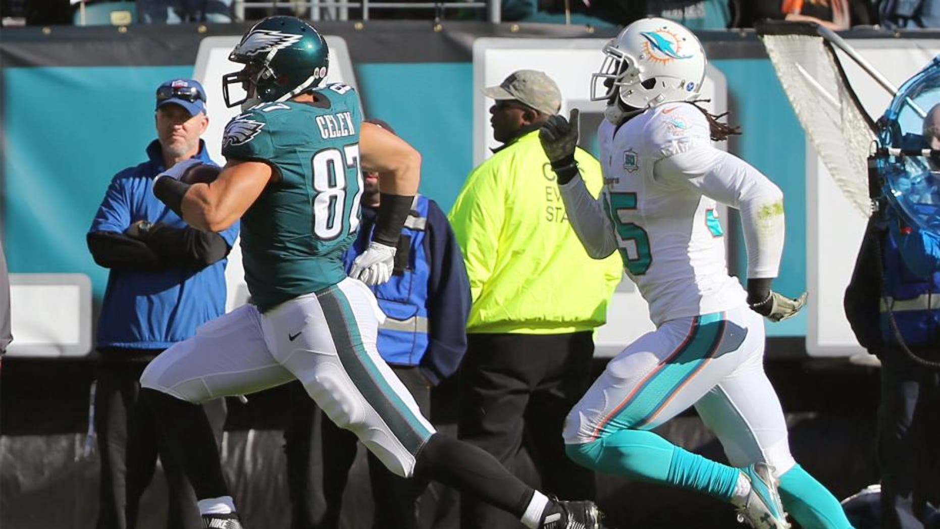 Nov 15, 2015; Philadelphia, PA, USA; Philadelphia Eagles tight end Brent Celek (87) carries the ball after a catch against the Miami Dolphins during the first quarter at Lincoln Financial Field. Mandatory Credit: Jeffrey G. Pittenger-USA TODAY Sports