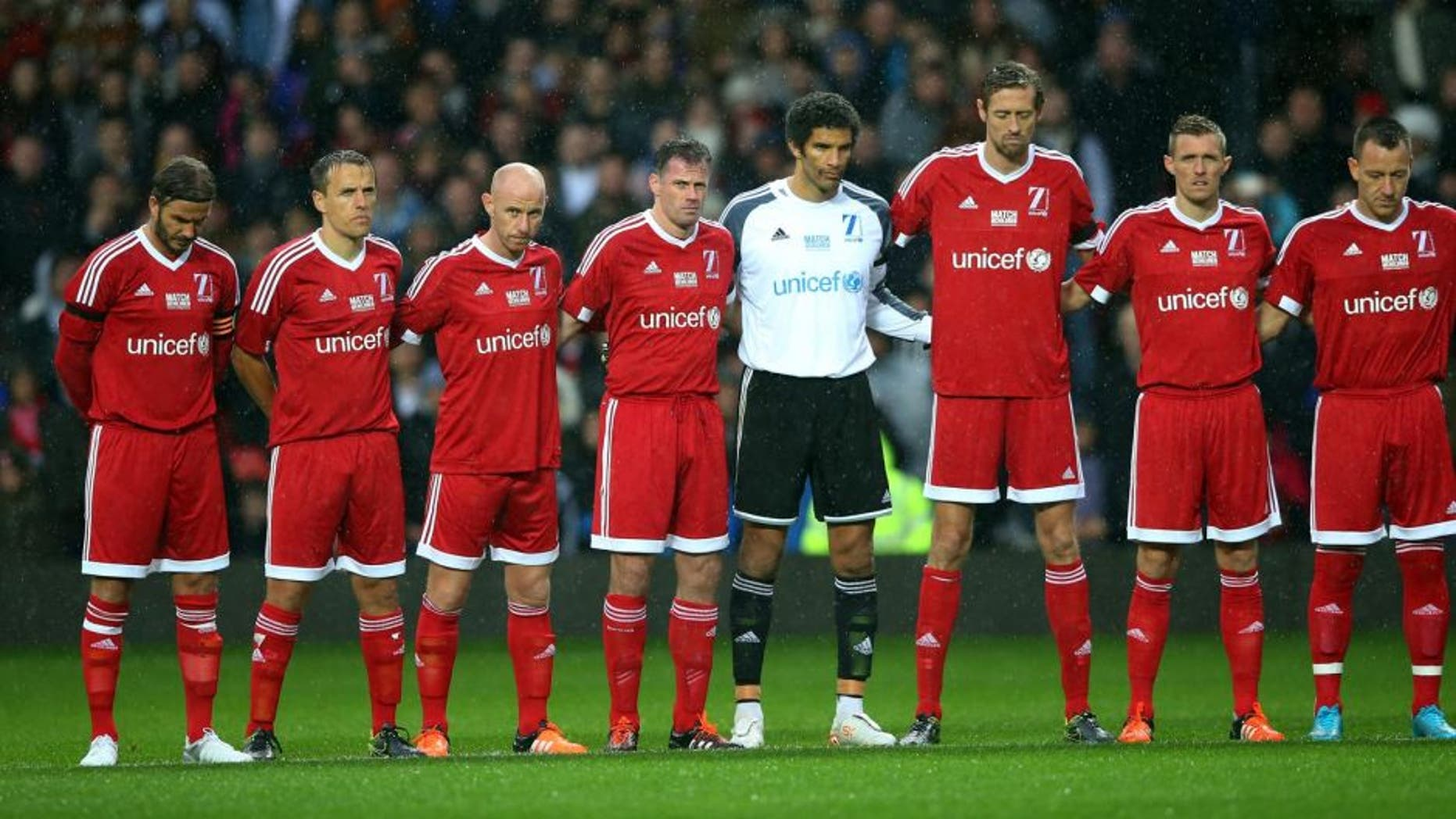 MANCHESTER, ENGLAND - NOVEMBER 14: The Great Britain & Ireland team observe a silence, in remembrance to the victims of the previous day's terror attacks in Paris, prior to kickoff during the David Beckham Match for Children in aid of UNICEF between Great Britain & Ireland and Rest of the World at Old Trafford on November 14, 2015 in Manchester, England. (Photo by Alex Livesey/Getty Images)