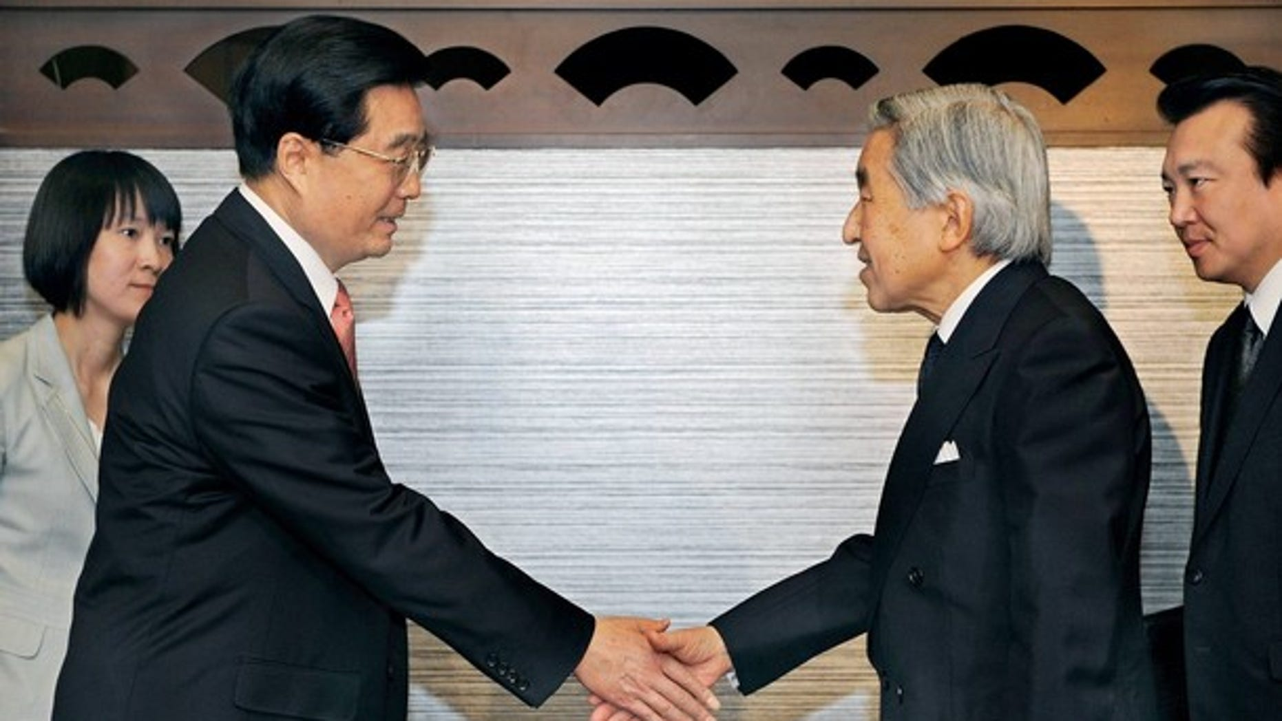 May 9, 2008: Chinese President Hu Jintao shakes hands with Japanese Emperor Akihito at a farewell call at a hotel in Tokyo (Reuters).