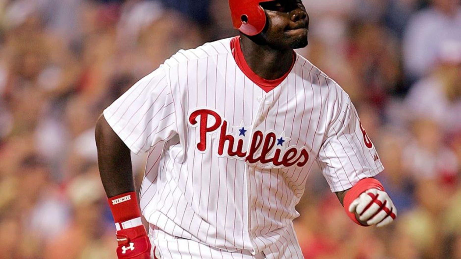 PHILADELPHIA - SEPTEMBER 13: Ryan Howard #6 of the Philadelphia Phillies rounds the bases after hitting a solo home run against the Atlanta Braves during the first inning on September 13, 2005 at Citizens Bank Park in Philadelphia, Pennsylvania. (Photo by Jamie Squire/Getty Images)