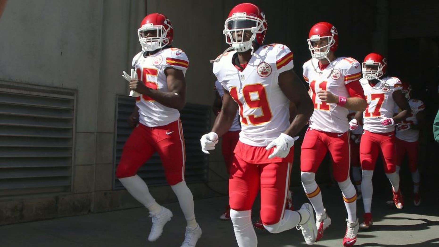 CINCINNATI, OH - OCTOBER 04: Jeremy Maclin #19 of the Kansas City Chiefs takes the field for the game against the Cincinnati Bengals at Paul Brown Stadium on October 4, 2015 in Cincinnati, Ohio. The Bengals defeated the Chiefs 36-21. (Photo by John Grieshop/Getty Images)