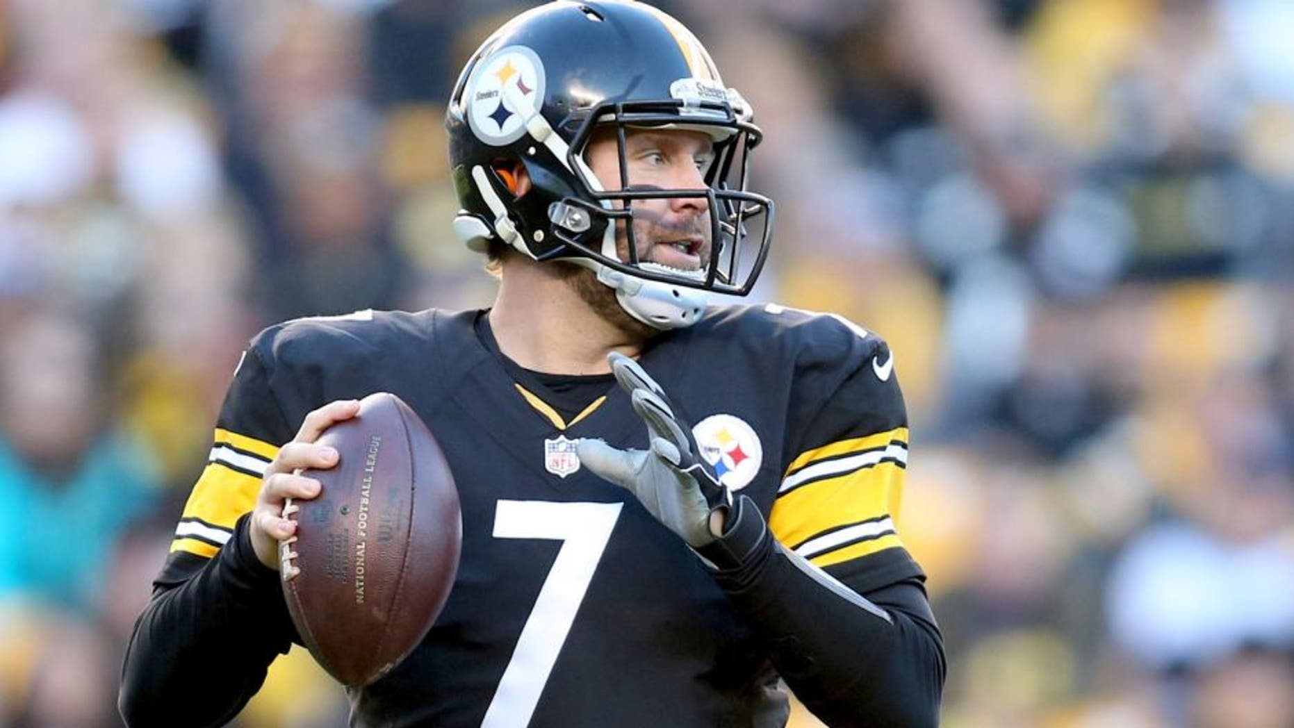 Nov 15, 2015; Pittsburgh, PA, USA; Pittsburgh Steelers quarterback Ben Roethlisberger (7) looks to pass against the Cleveland Browns during the fourth quarter at Heinz Field. The Steelers won 30-9. Mandatory Credit: Charles LeClaire-USA TODAY Sports