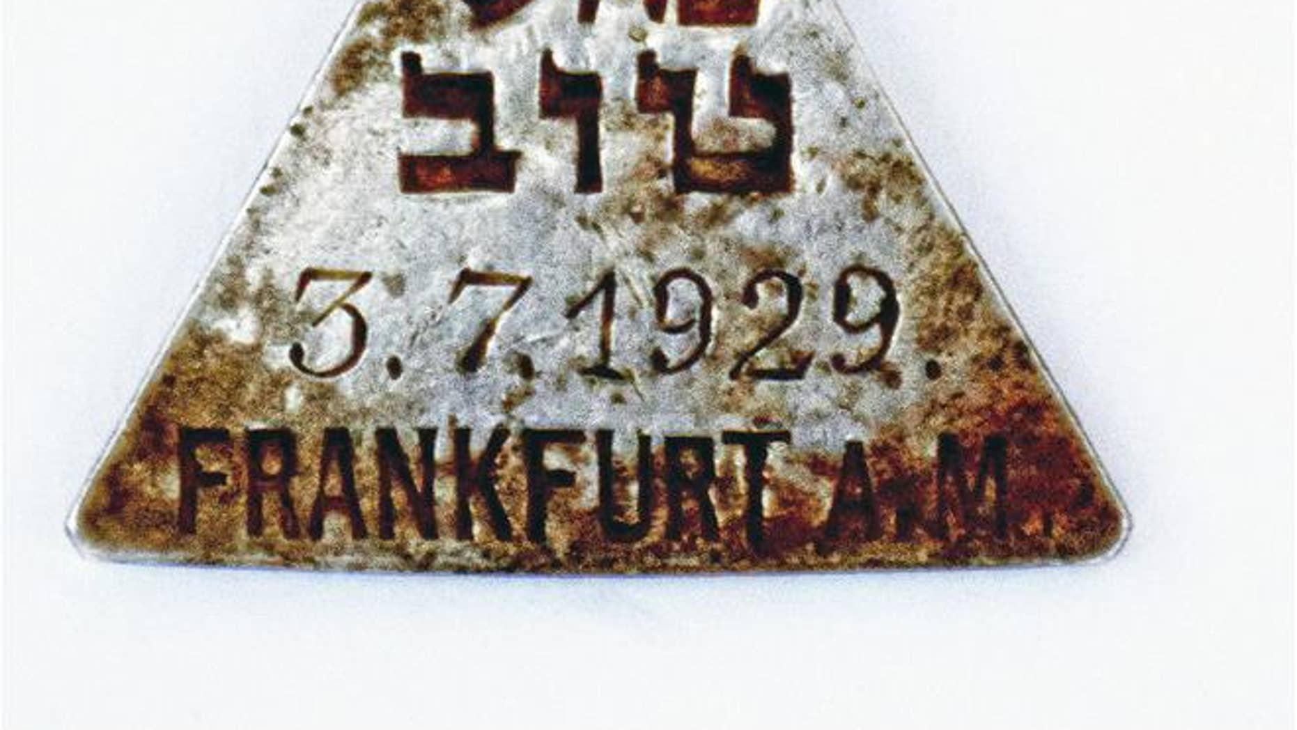 The discovery of a pendant belonging to Holocaust victim Karoline Cohn, 14, has led to a reunion of her relatives from across the globe.