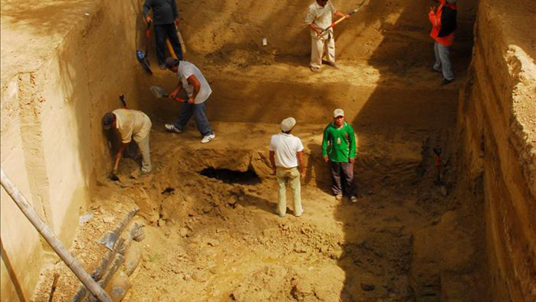 The tomb of a leader of the pre-Incan Sican culture some 1,200 years old was discovered recently in the Las Ventanas archaeological zone, in Peru's Lambayeque region.