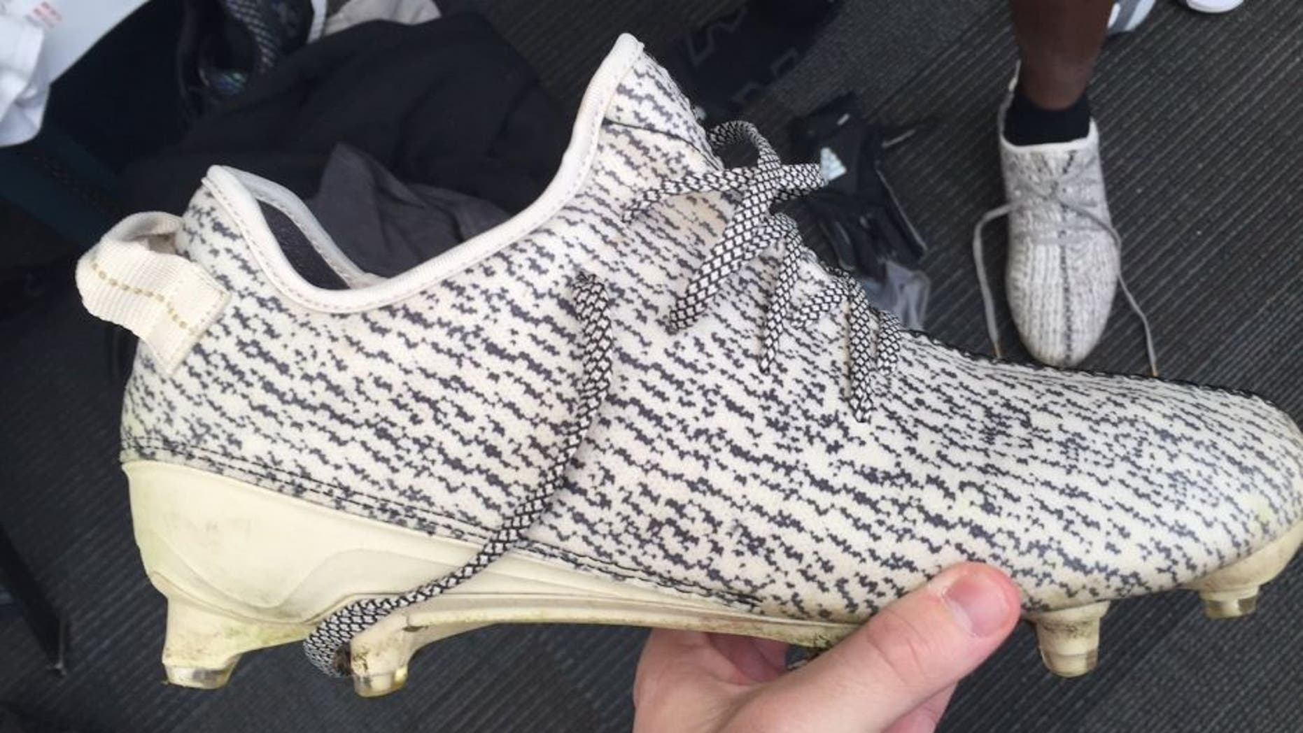 fab4dbd760792 Eagles WR is wearing custom Kanye cleats to support the  Yeezy ...