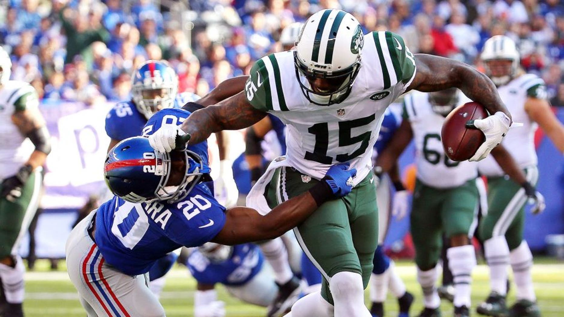 EAST RUTHERFORD, NJ - DECEMBER 06: Brandon Marshall #15 of the New York Jets runs with the ball against Prince Amukamara #20 of the New York Giants at MetLife Stadium on December 6, 2015 in East Rutherford, New Jersey. (Photo by Al Bello/Getty Images)