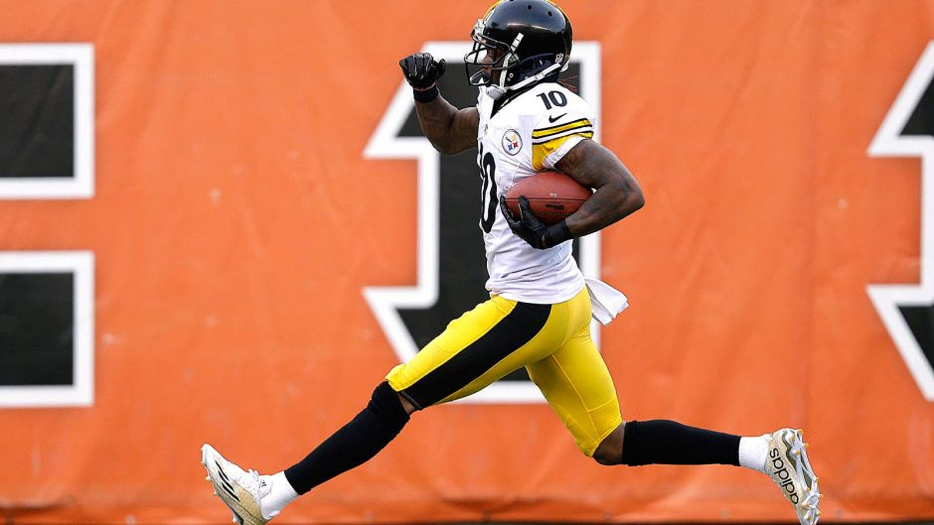 Pittsburgh Steelers wide receiver Martavis Bryant (10) runs for a 94-yard touchdown reception during the second half of an NFL football game against the Cincinnati Bengals Sunday, Dec. 7, 2014 in Cincinnati. (AP Photo/Michael Conroy)