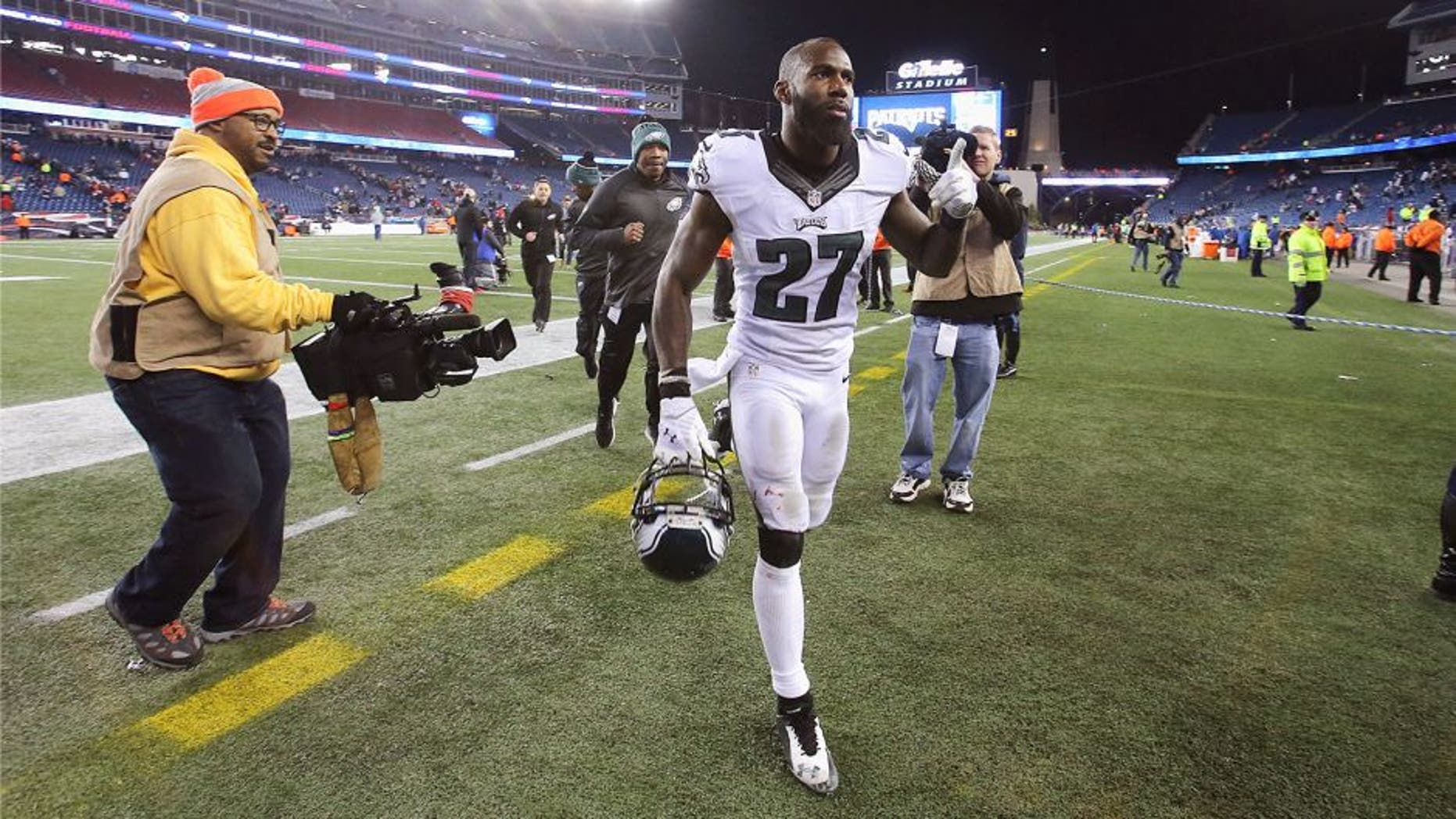 FOXBORO, MA - DECEMBER 06: Malcolm Jenkins #27 of the Philadelphia Eagles exits the field after the game between the New England Patriots and the Philadelphia Eagles at Gillette Stadium on December 6, 2015 in Foxboro, Massachusetts. (Photo by Jim Rogash/Getty Images)