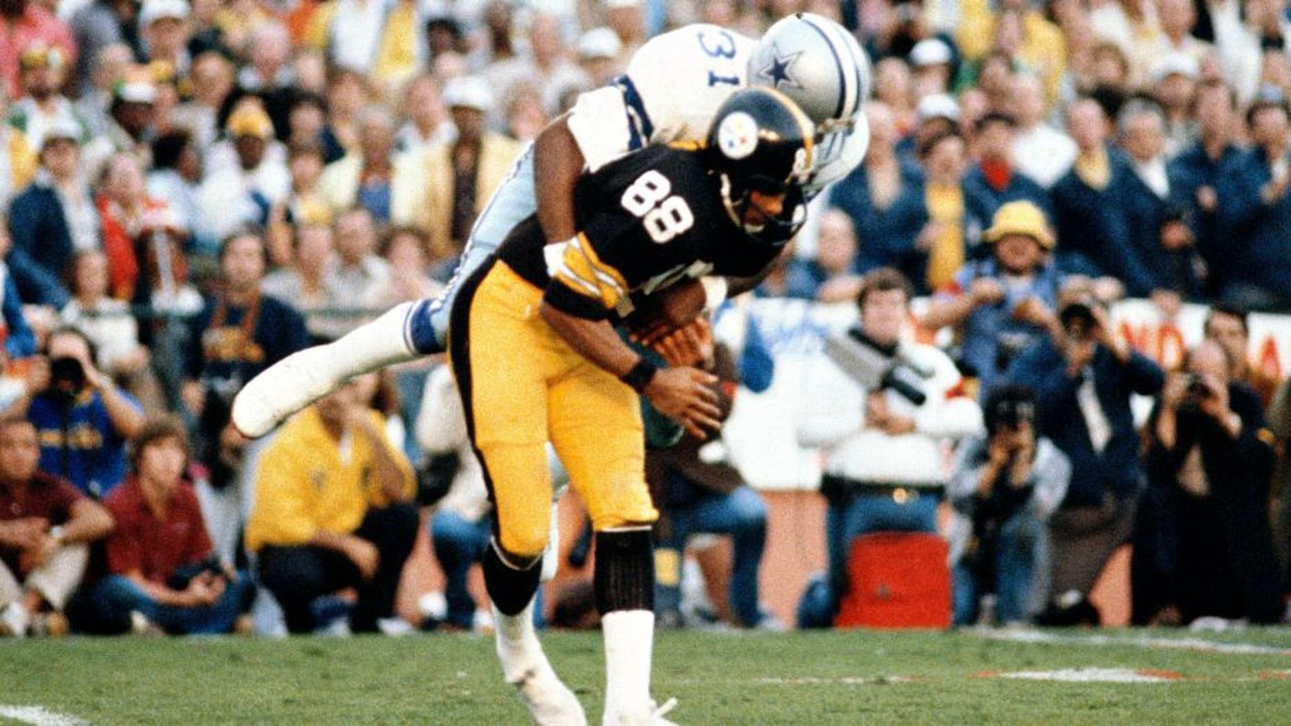 MIAMI, FL - JANUARY 21: Lynn Swann #88 of the Pittsburgh Steelers gets tackled by Benny Barnes #31 of the Dallas Cowboys during Super Bowl XIII on January 21, 1979 at the Orange Bowl in Miami, Florida. The Steelers won the Super Bowl 35-31. (Photo by Focus on Sport/Getty Images)