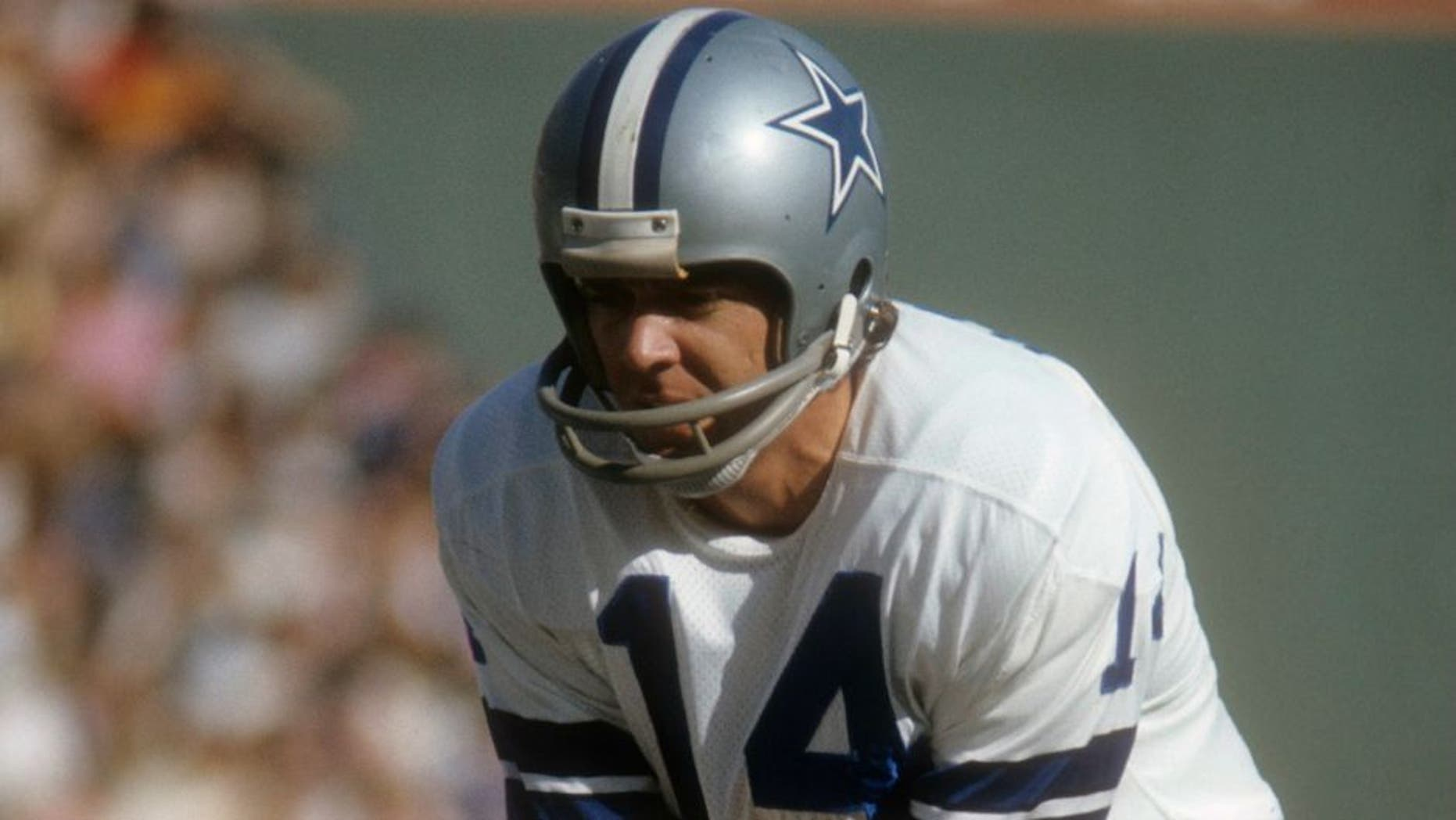 CIRCA 1970: Quarterback Craig Morton #14 of the Dallas Cowboys stands under center Dave Manders #51 during an NFL football game circa 1970. Morton played for the Cowboy from 1965-74. (Photo by Focus on Sport/Getty Images) *** Local Caption *** Craig Morton;Dave Manders