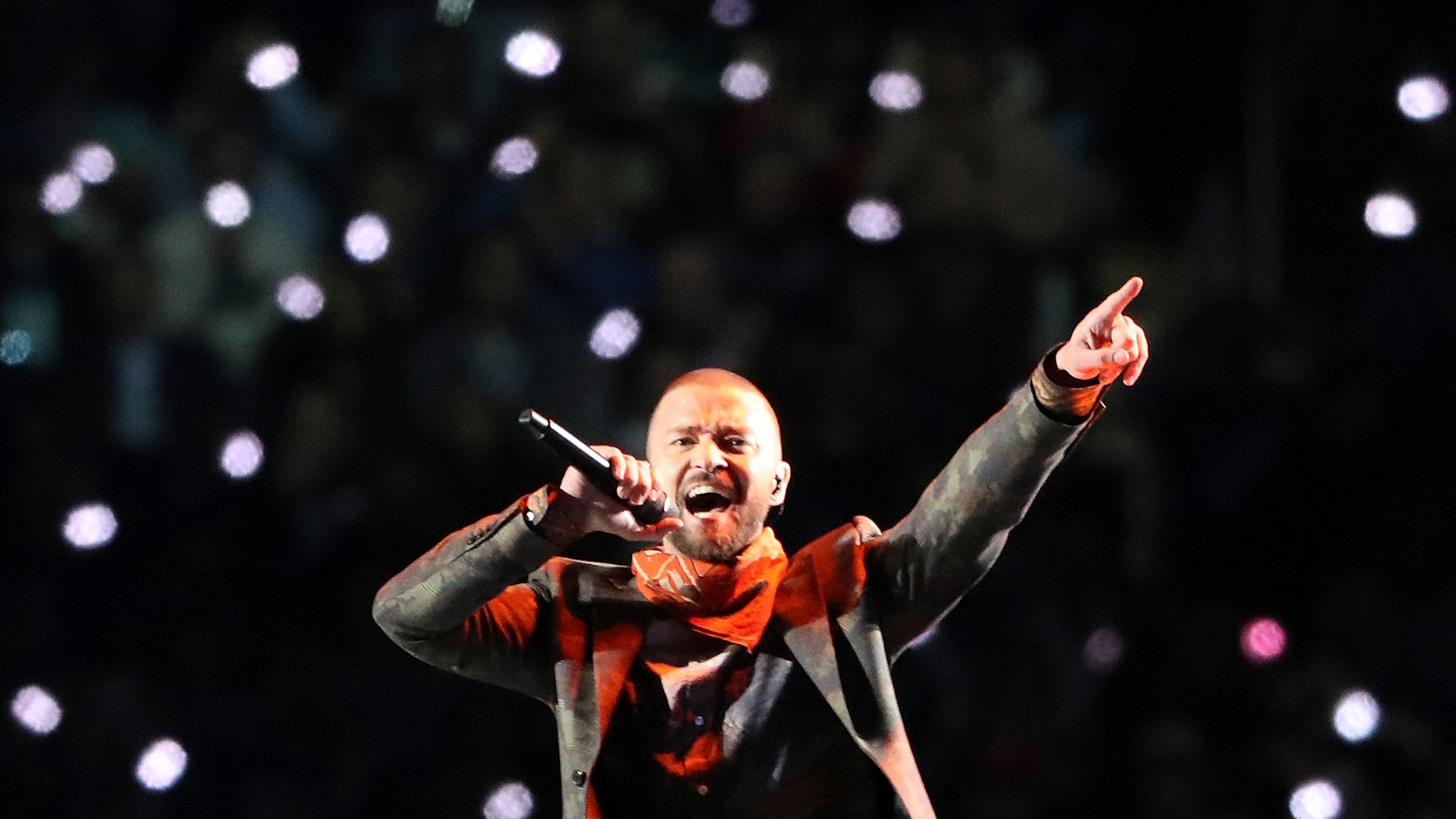NFL Football - Philadelphia Eagles v New England Patriots - Super Bowl LII Halftime Show - U.S. Bank Stadium, Minneapolis, Minnesota, U.S. - February 4, 2018. Justin Timberlake performs during the halftime show. REUTERS/Chris Wattie - HP1EE2504YX40
