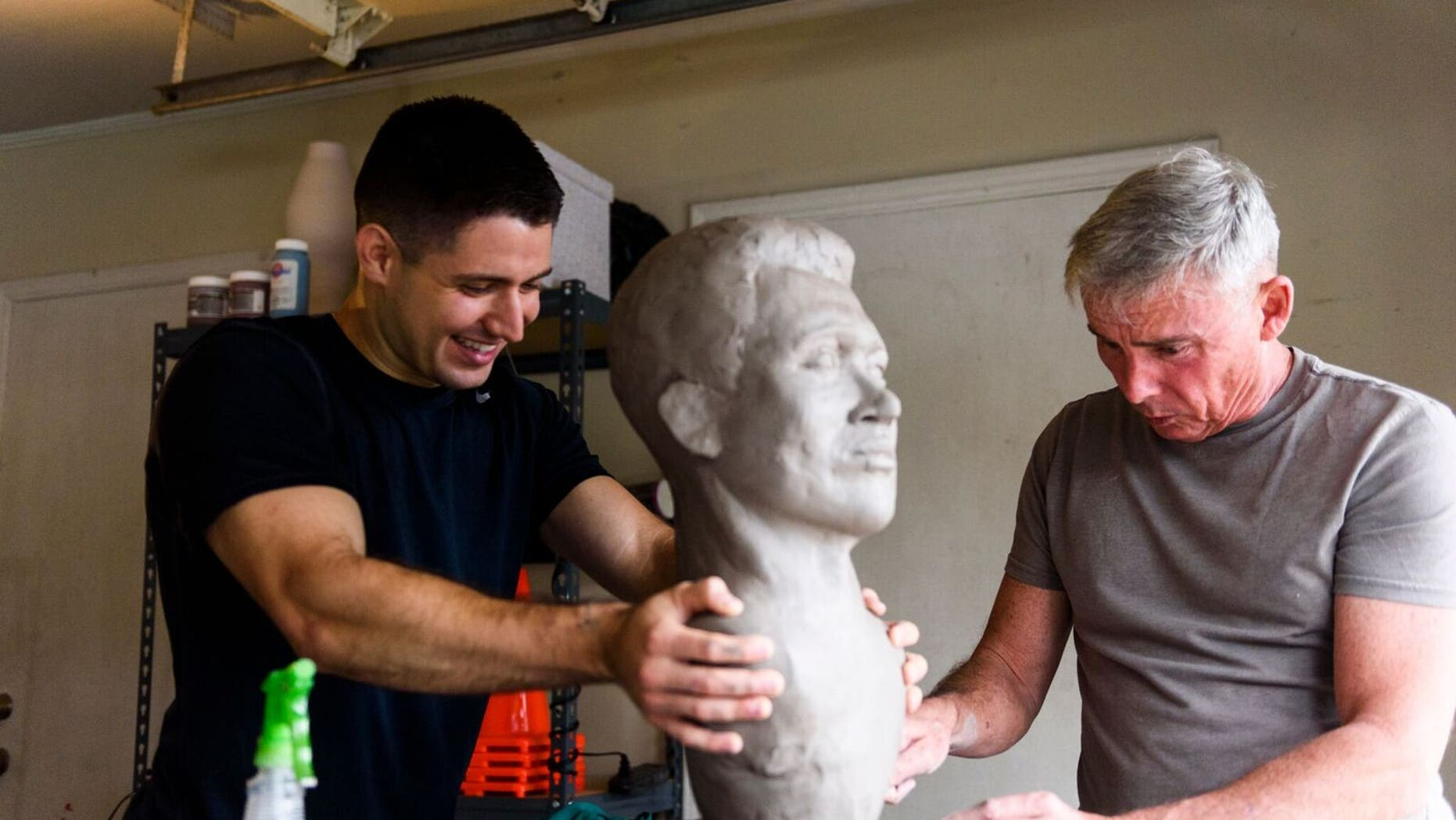Lt. Steven Arango (left) with Alabama sculptor Lee Busby (right).