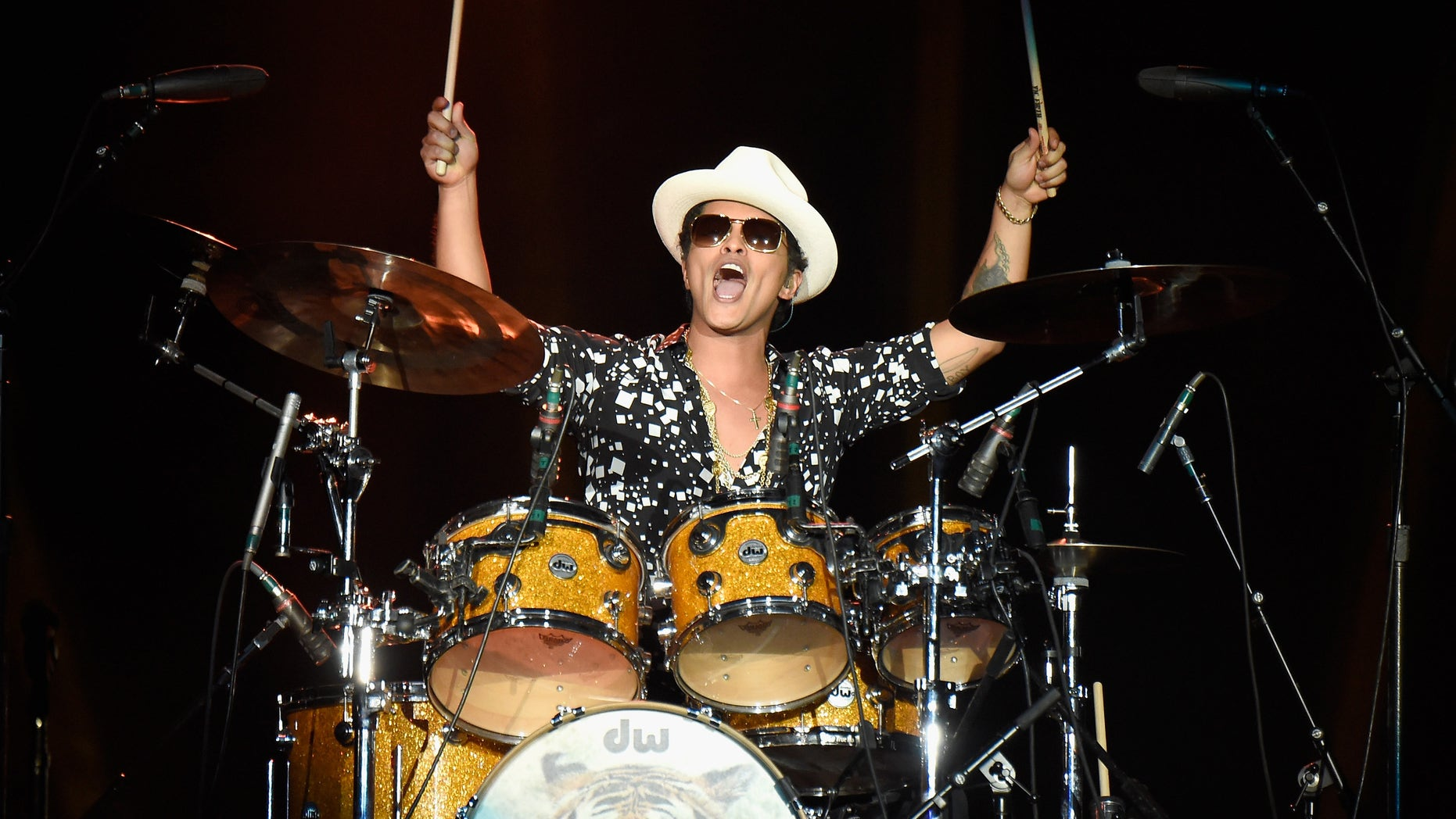 LAS VEGAS, NV - MAY 16:  Musician Bruno Mars performs onstage during Rock in Rio USA at the MGM Resorts Festival Grounds on May 16, 2015 in Las Vegas, Nevada.  (Photo by Kevin Mazur/Getty Images)
